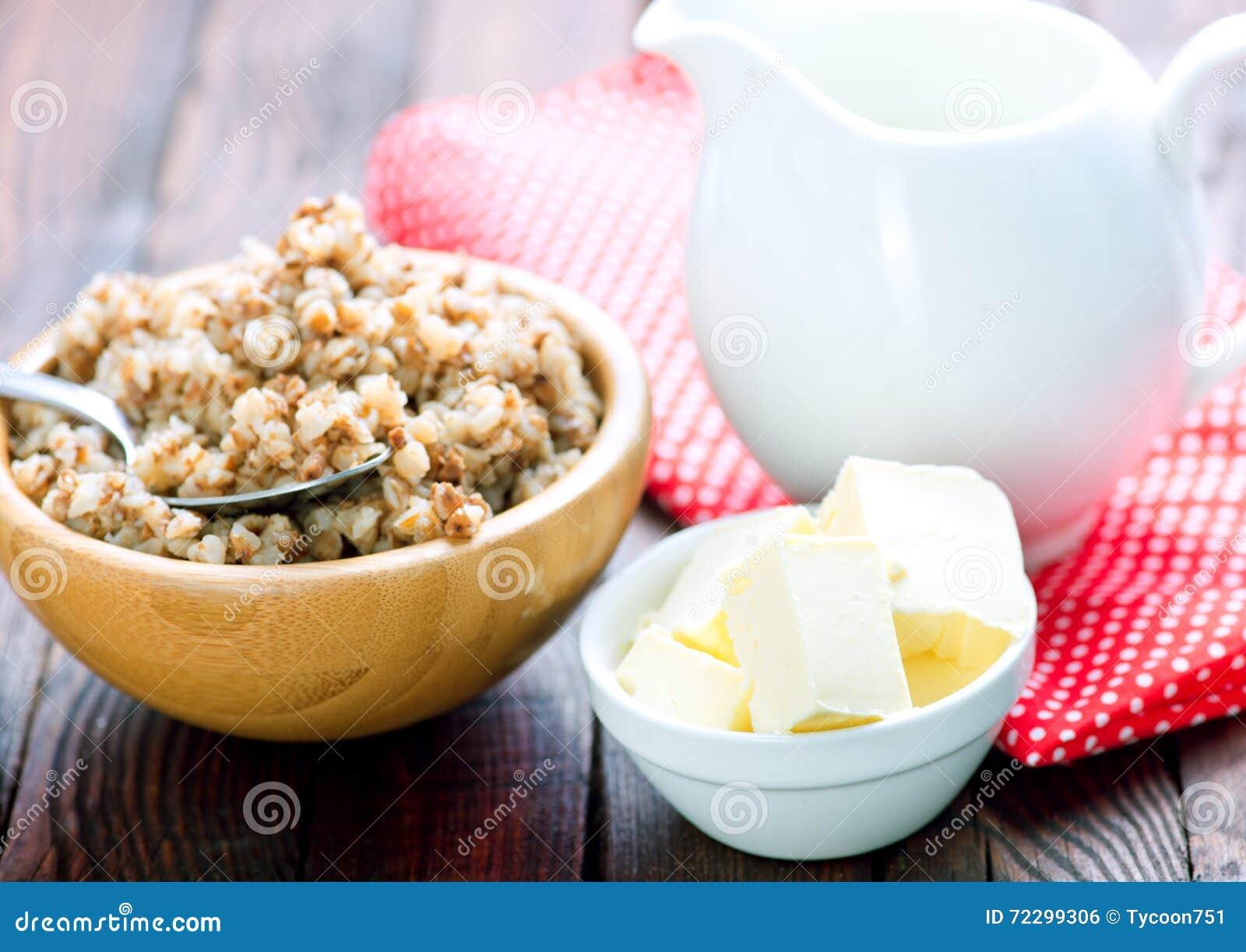 Download Гречиха с молоком и маслом стоковое фото. изображение насчитывающей французско - 72299306