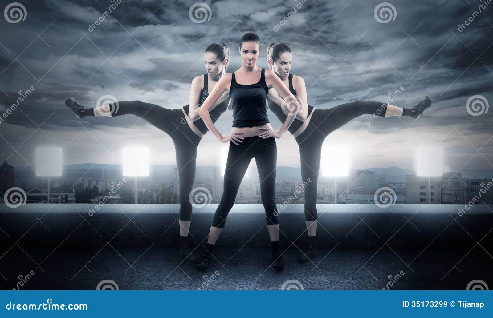 Грубая женщина в воюя представлениях