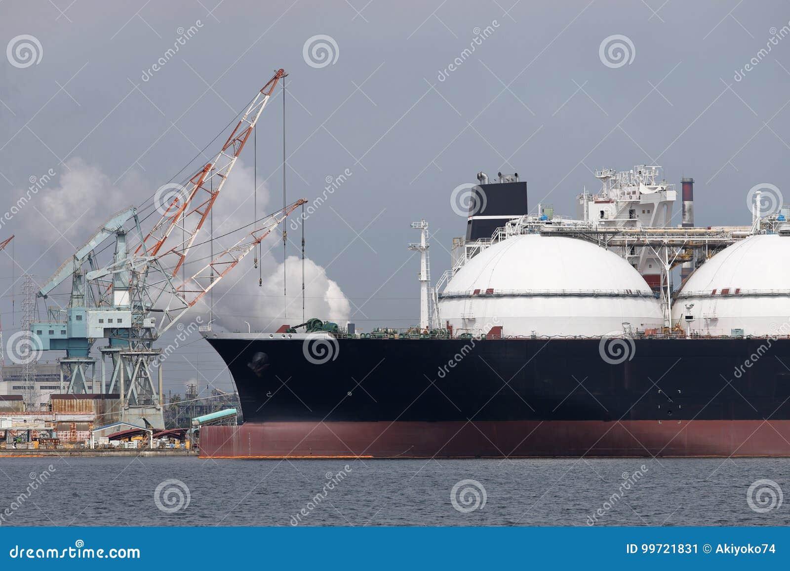 Грузовой корабль нагруженный с перевозкой