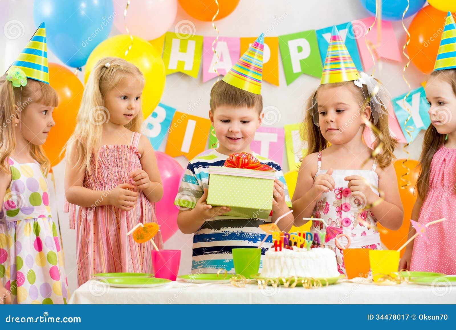 По случаю дня рождения или день рождения