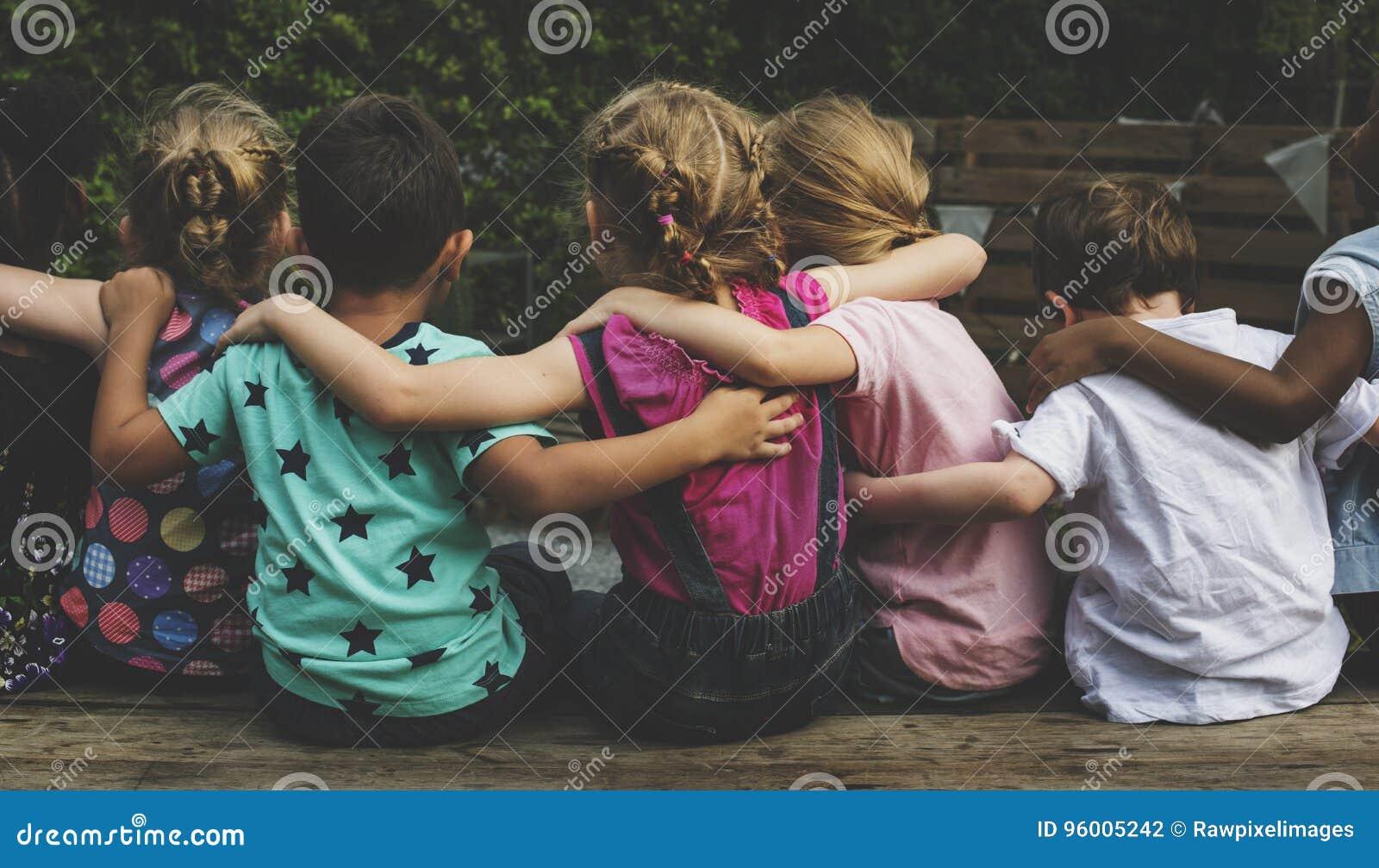 Группа в составе детский сад ягнится друзья подготовляет вокруг сидеть совместно