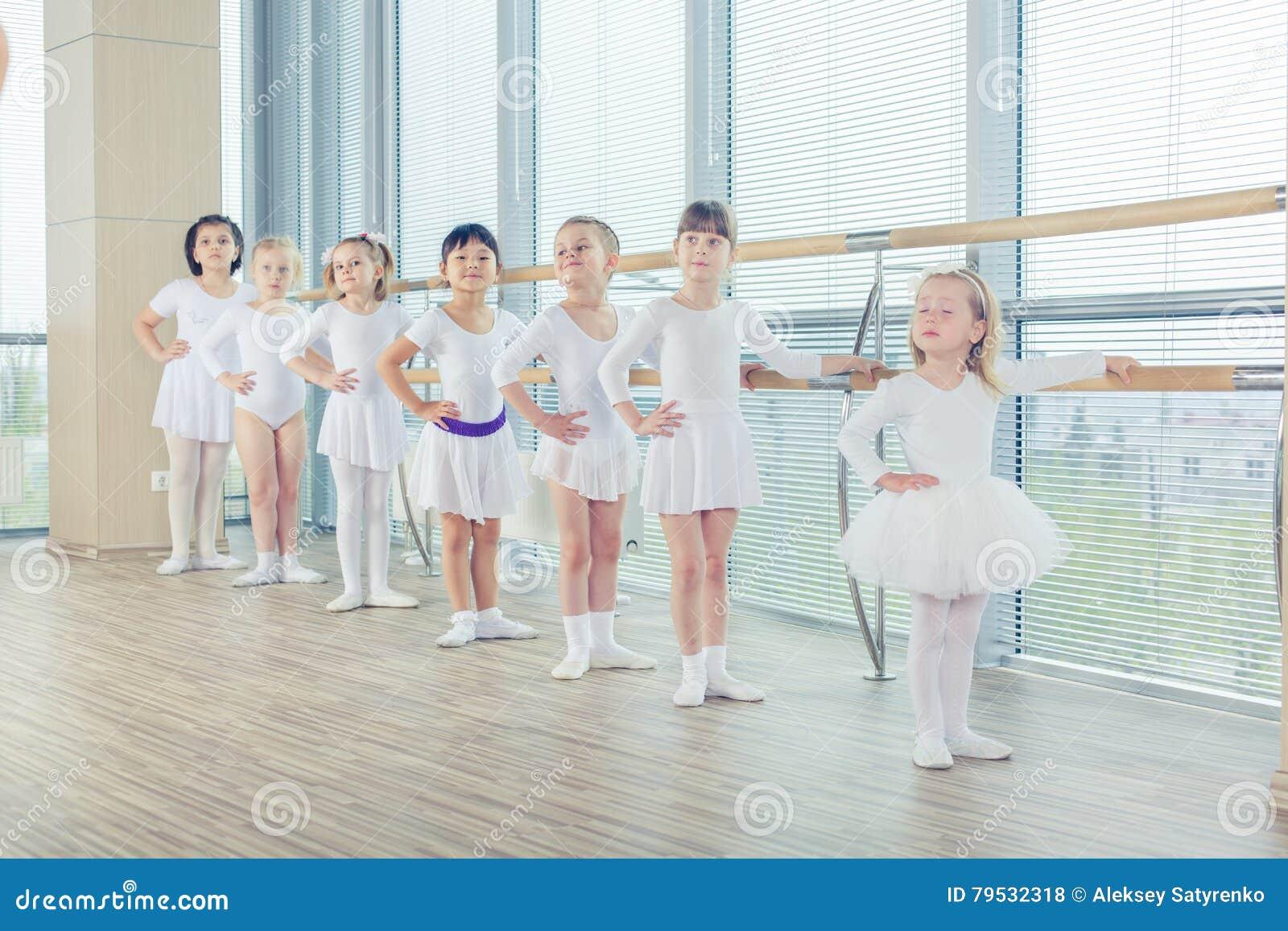 фото группа балерин