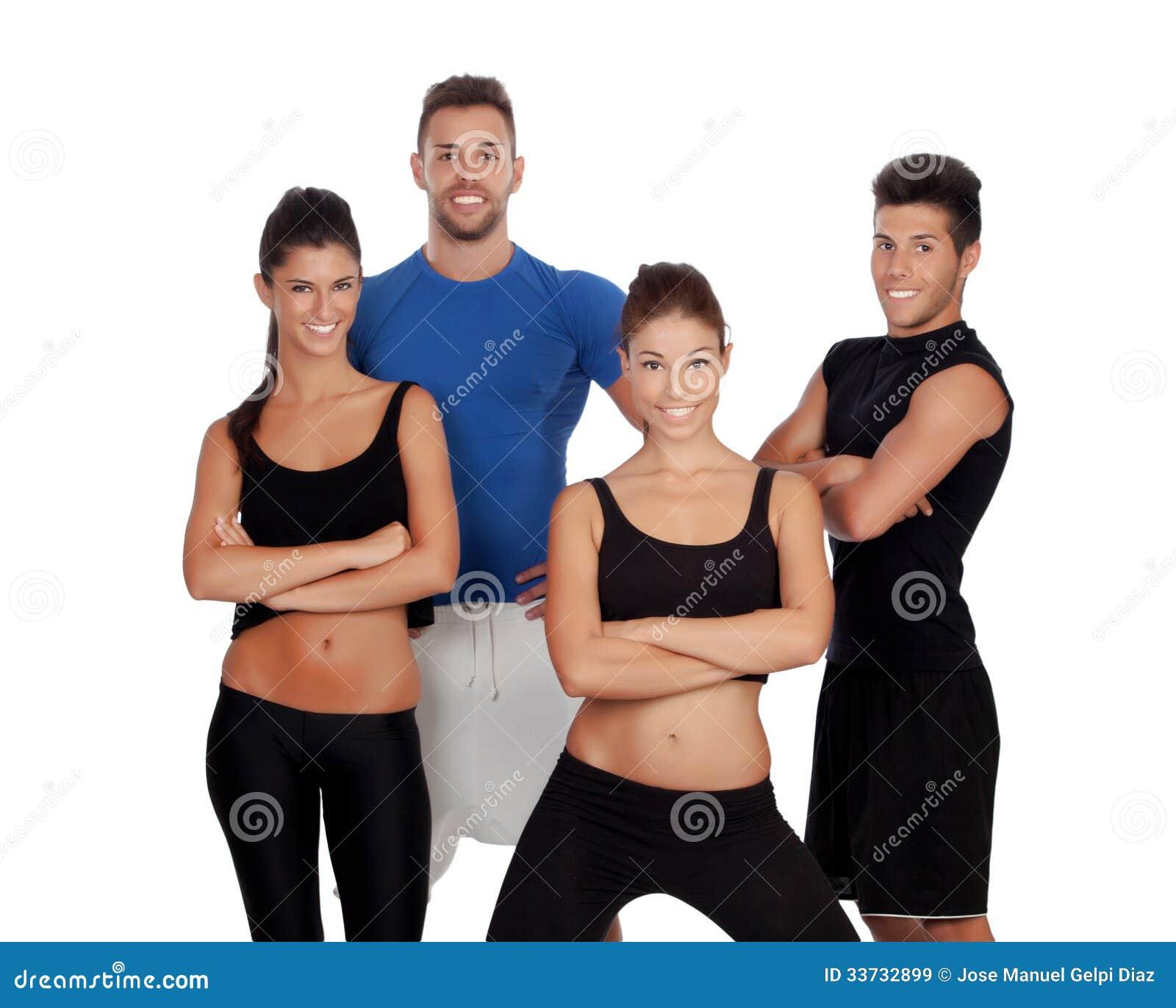 Группа в составе молодые люди с одеждами спорта