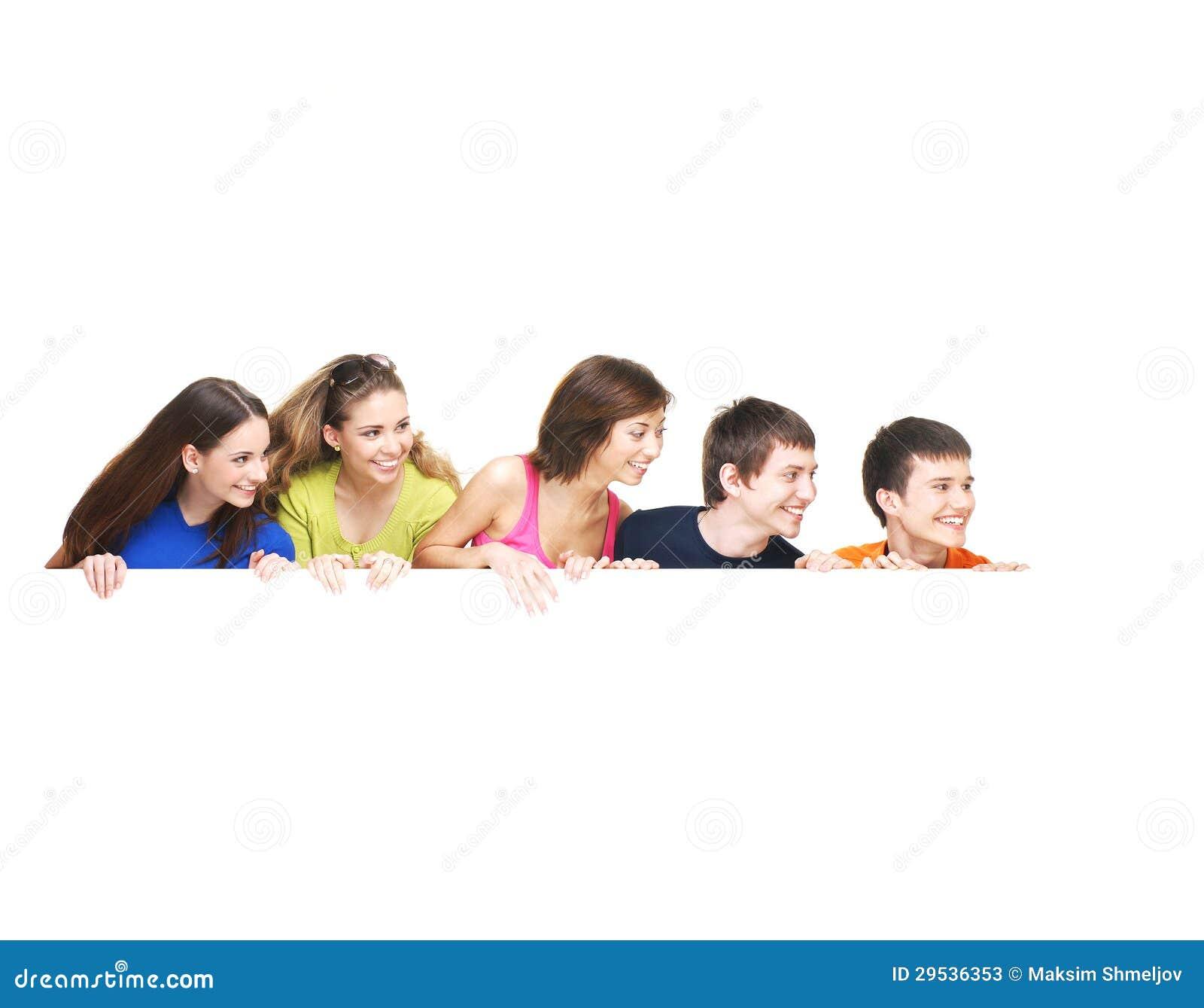 Группа в составе молодые подростки держа белое знамя