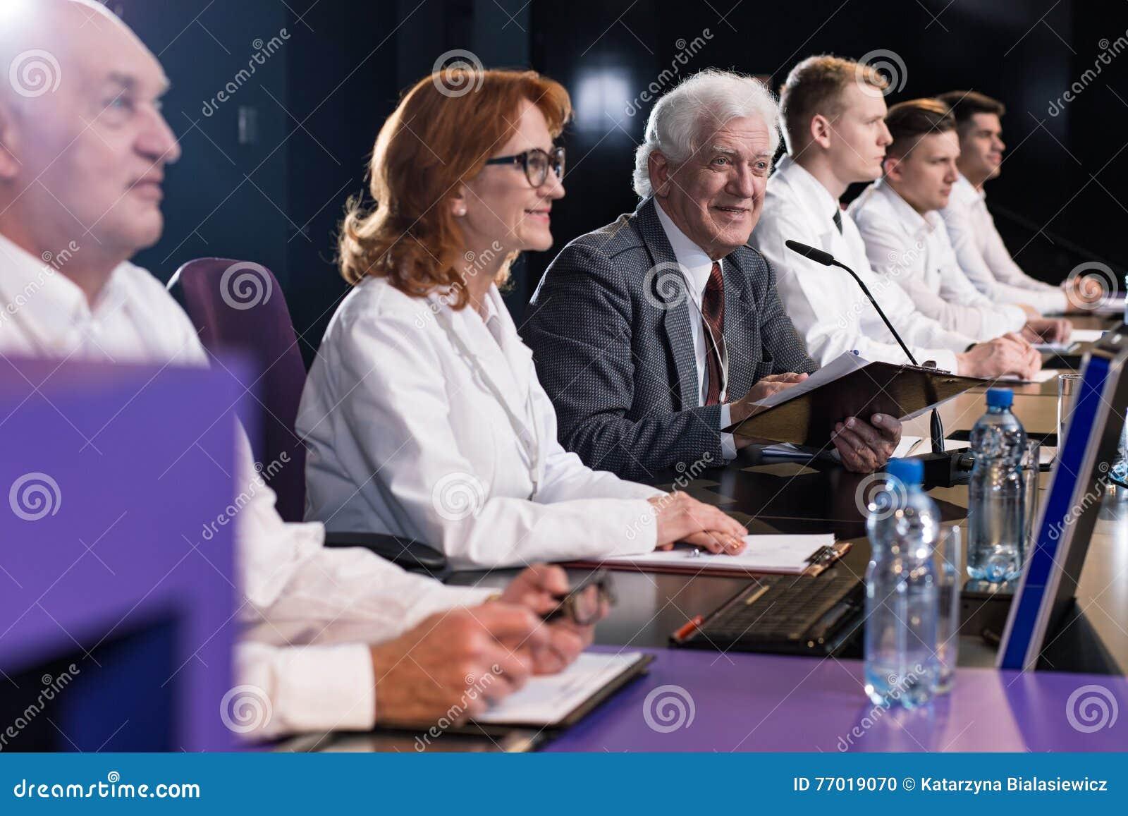 Группа в составе политики на конференции
