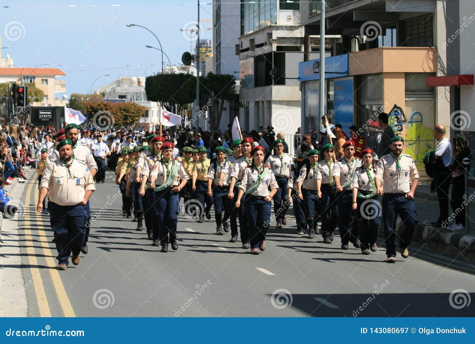 Группа разведчика принимая участие в парад