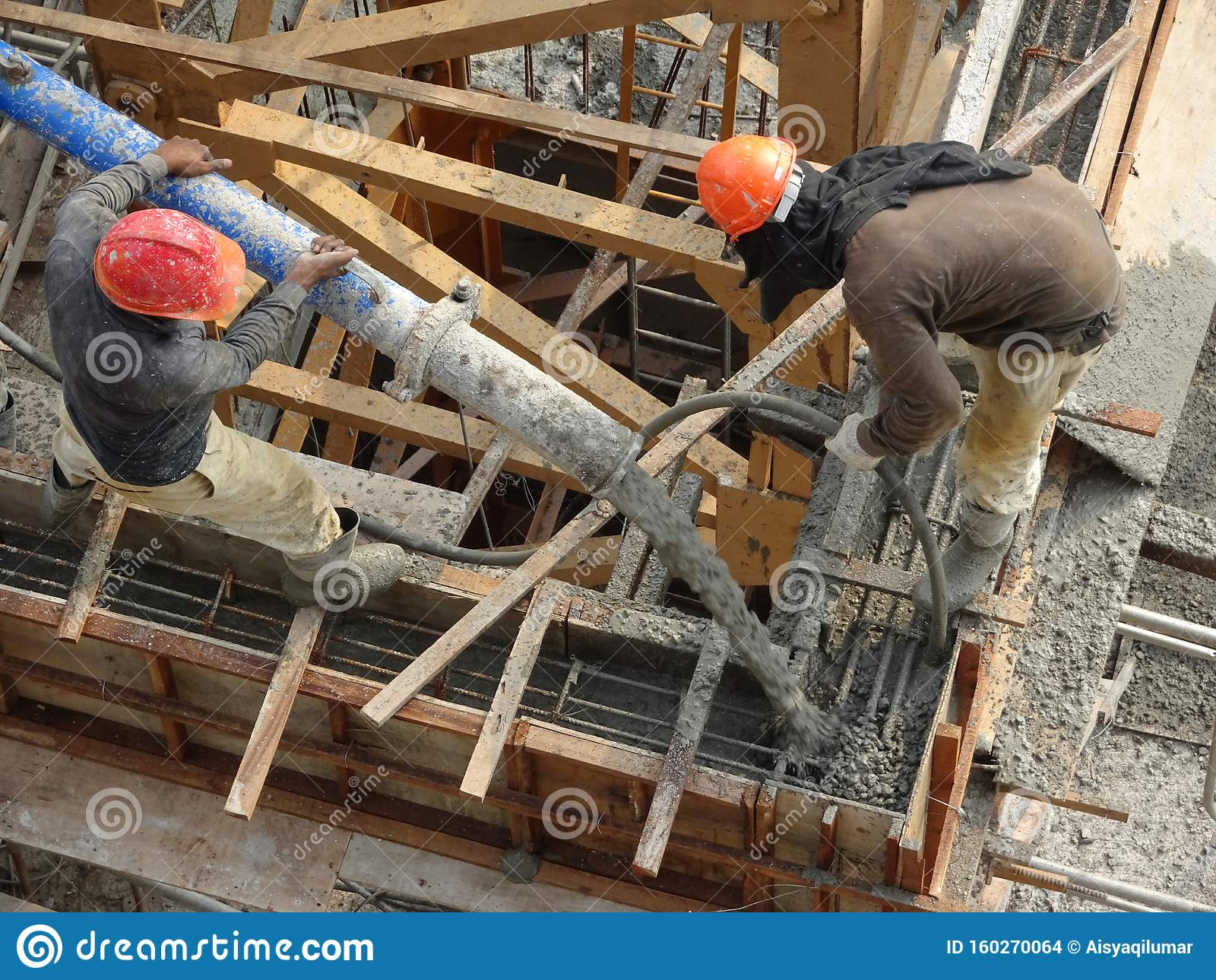 Вылив бетона лестница бетон