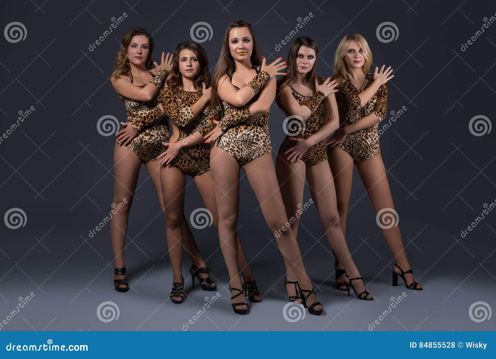 Группа сексуальных девушек