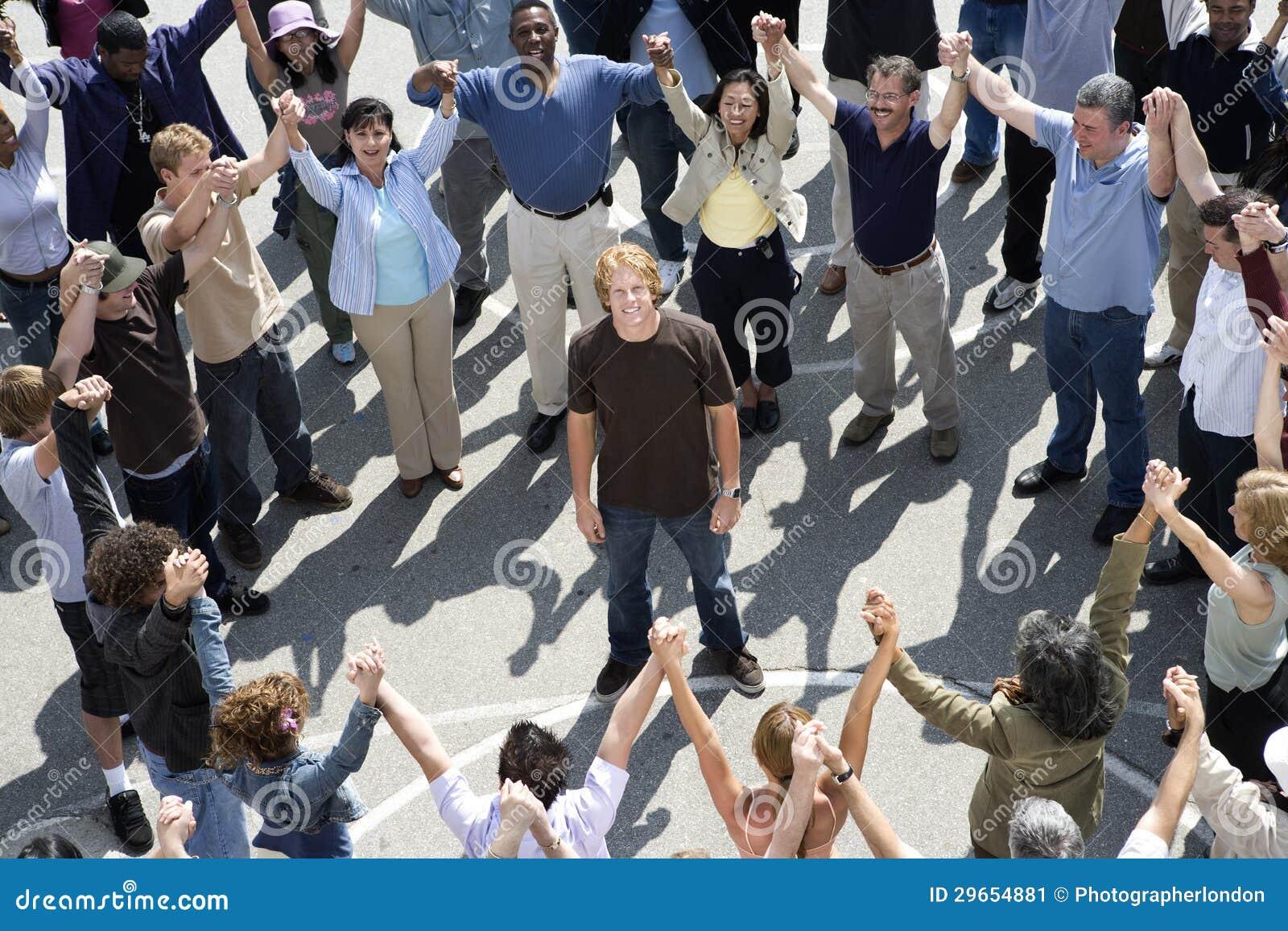 организовала встречу откормили толпой фото чем войти нее