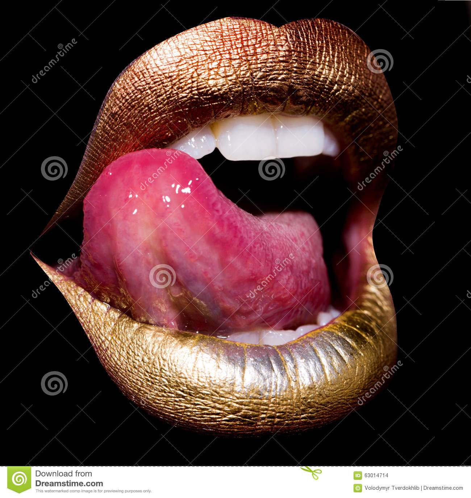 Девушки с красивыми губами и языками