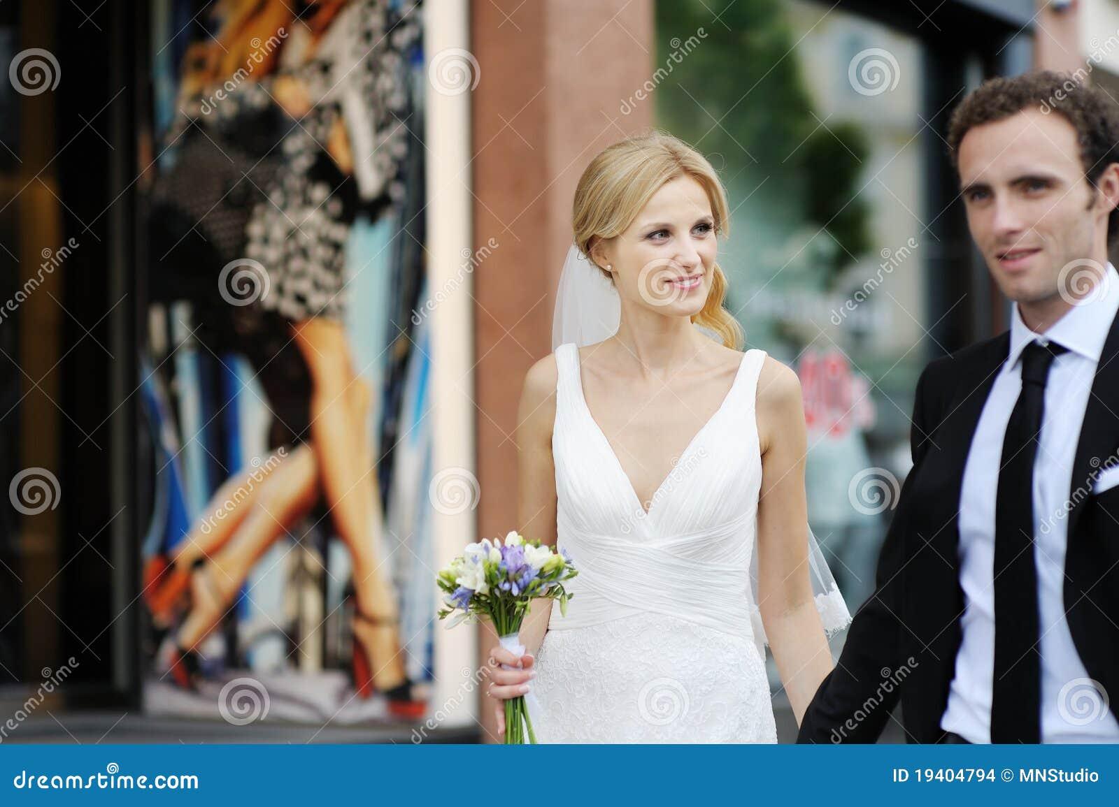 гулять городка groom невесты