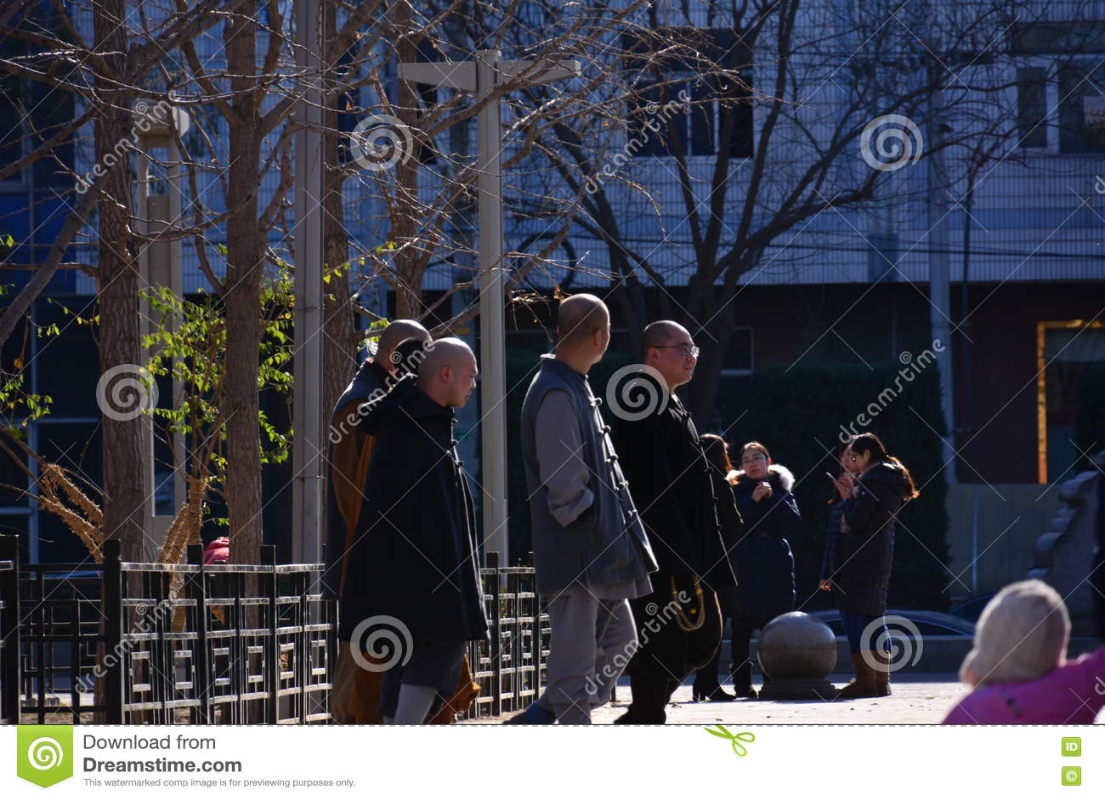 Гуляя монах