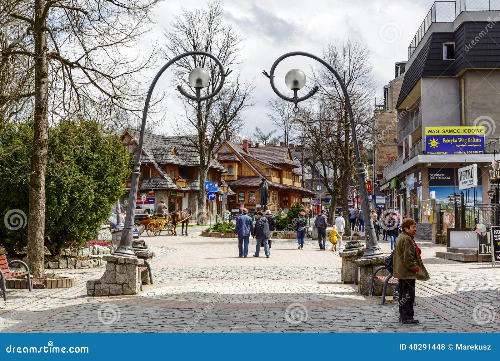 Главная улица Krupowki в Zakopane