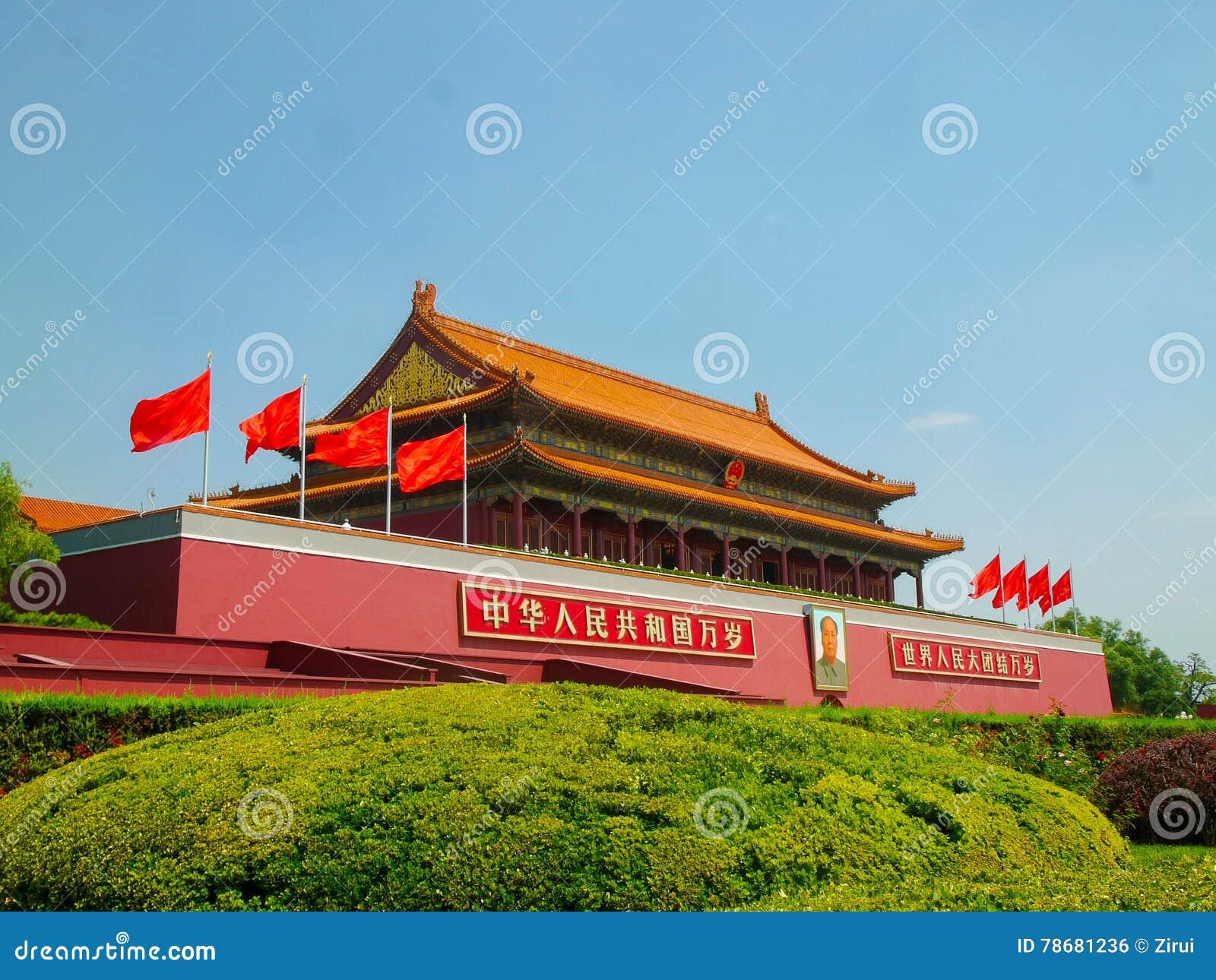 Главный вход к запретному городу на квадрате Тяньаньмэня Пекина