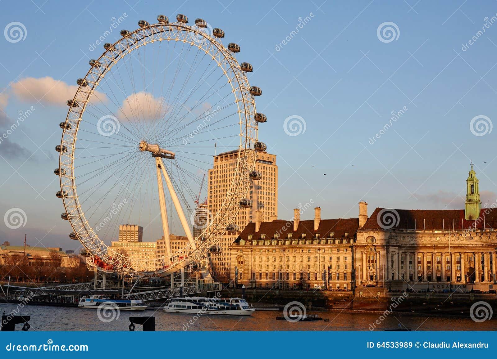 Глаз Лондона во время захода солнца