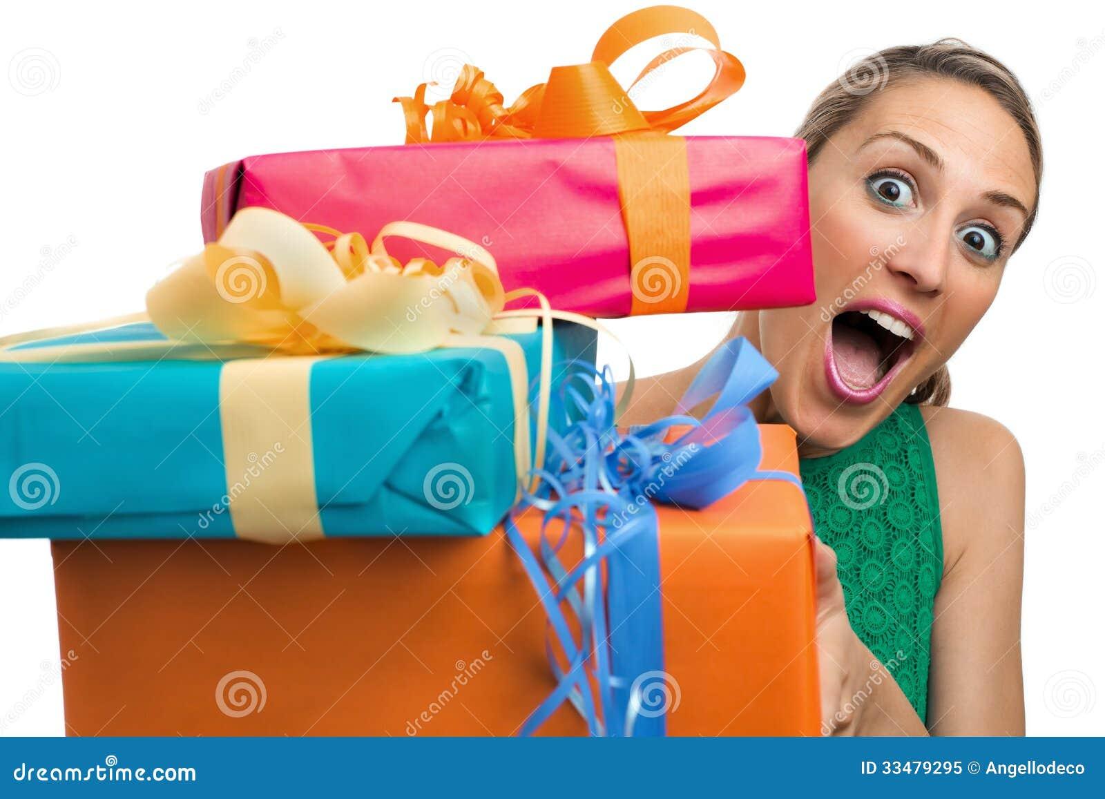 Давать подарки