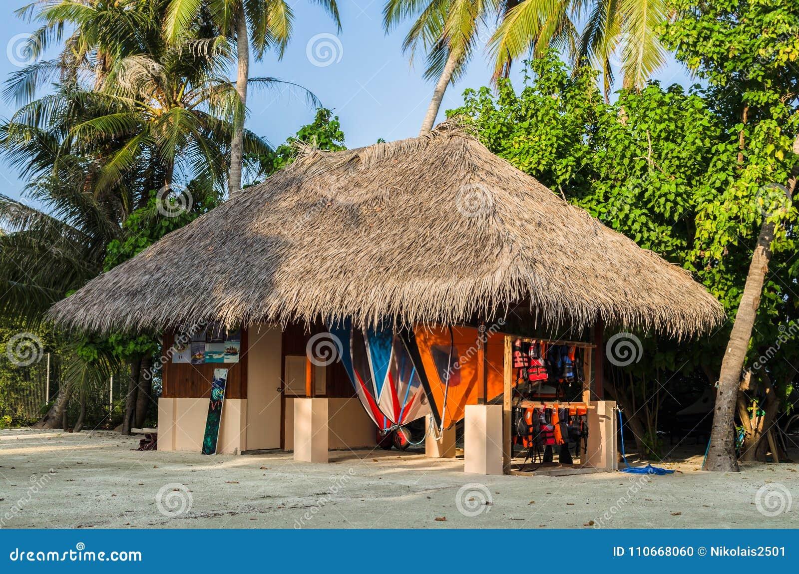 Дайвинг-клуб в национальном стиле Мальдивы, Индийский океан, атолл Kaafu, остров Kuda Huraa