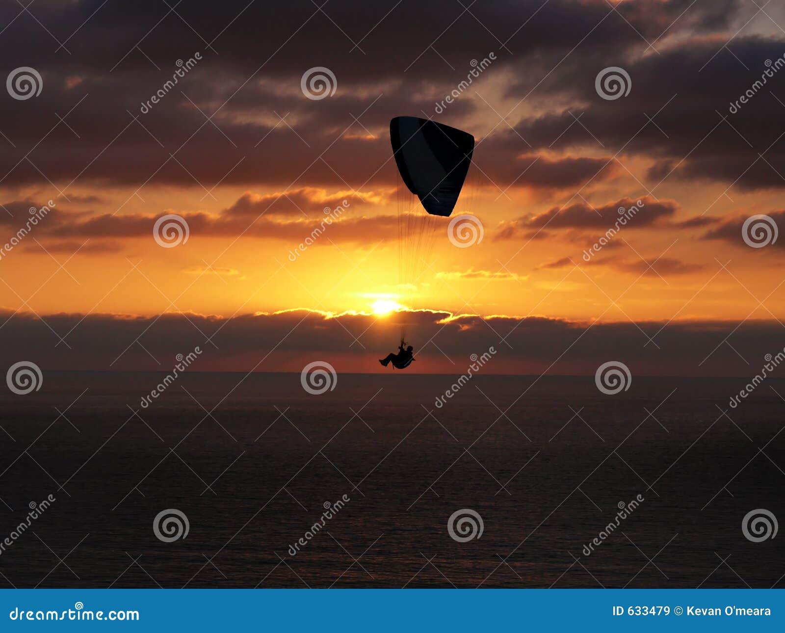 Download далекий заход солнца Hang планера Стоковое Изображение - изображение насчитывающей напольно, california: 633479