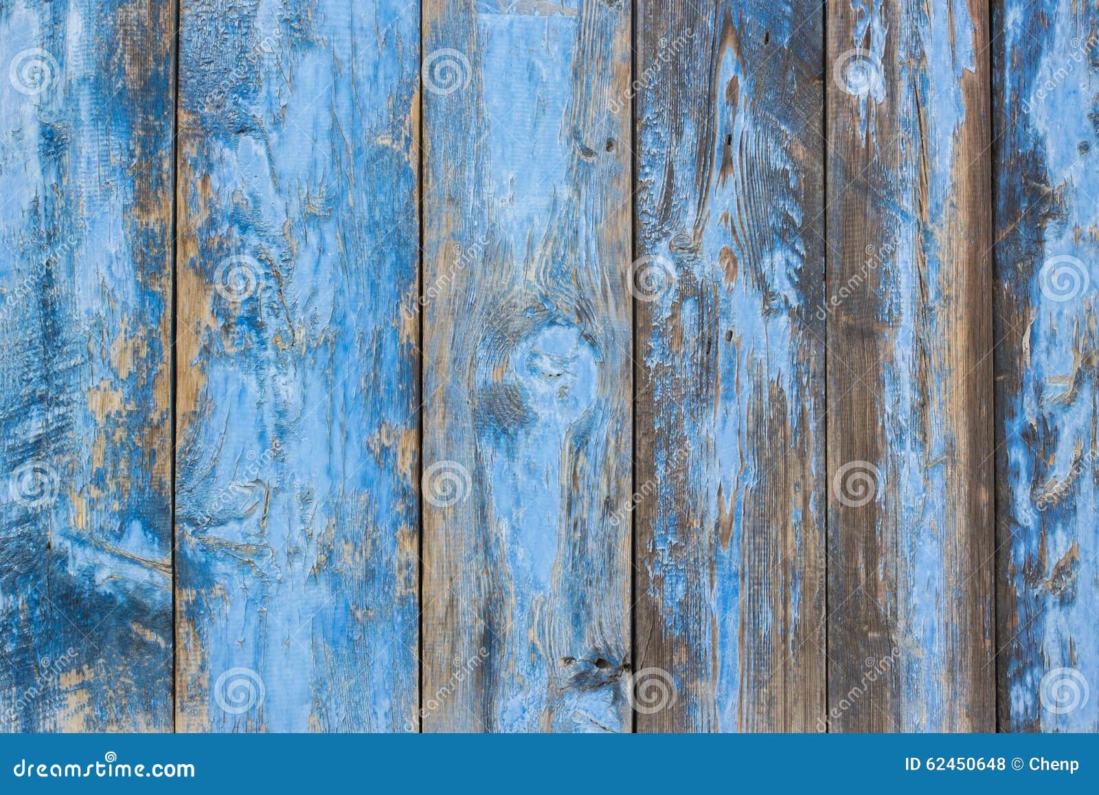 Двери голубого серого цвета испещрянные краской деревянные