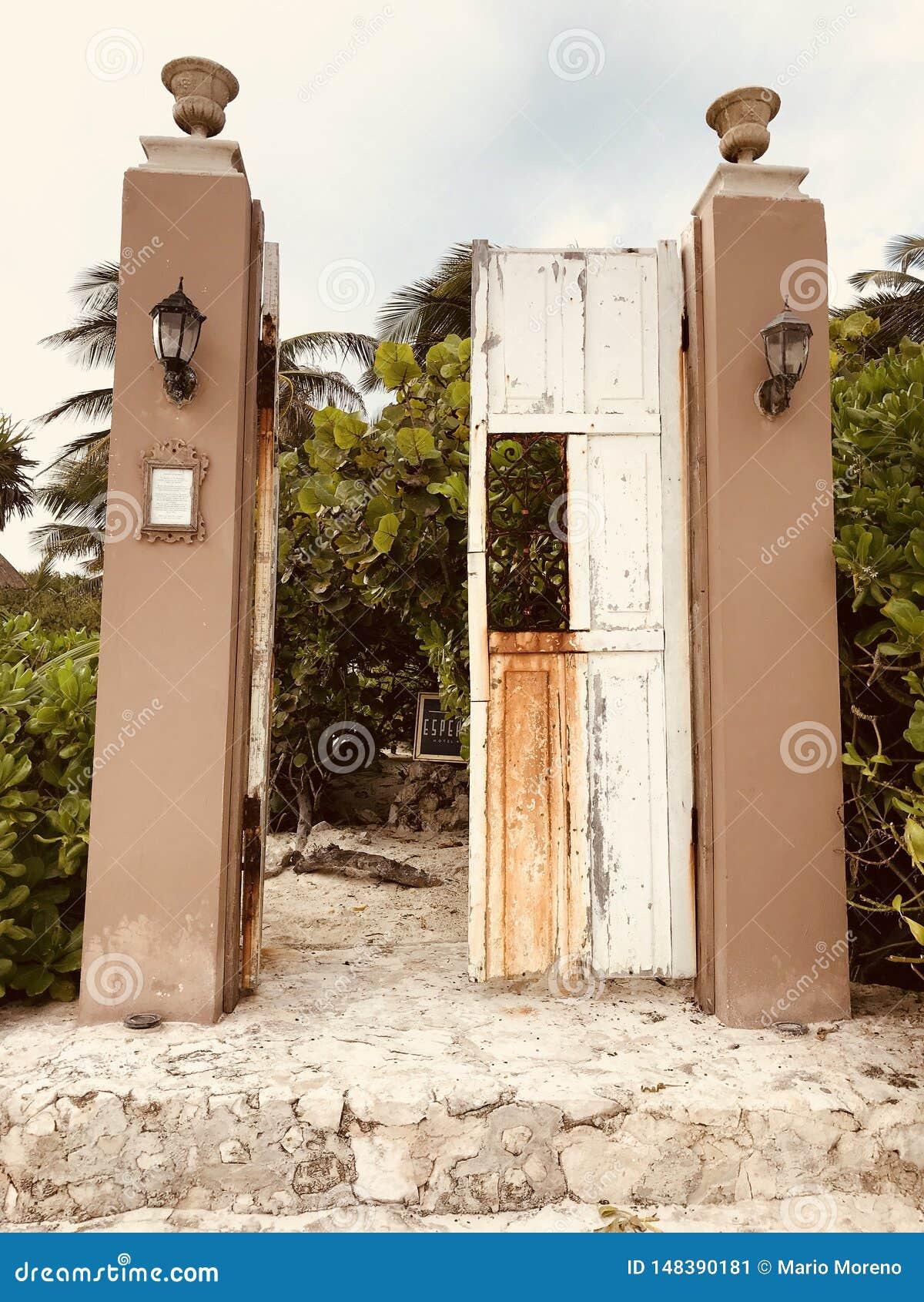 Дверь пляжа