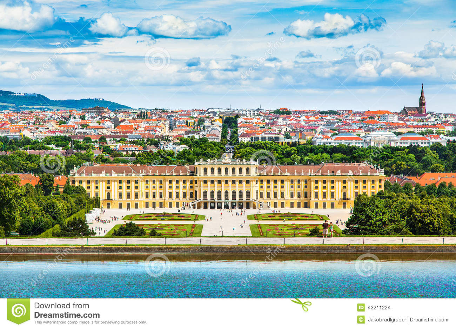 Дворец Schonbrunn с большим садом партера в вене, Австрии