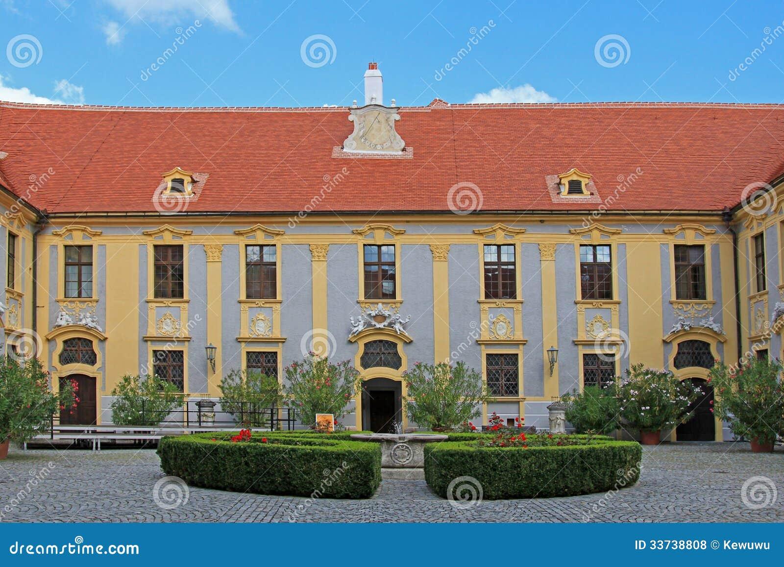 Двор на аббатстве Durnstein