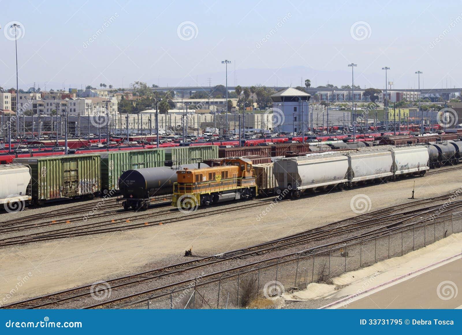 Двор Сан-Диего Калифорния вагонетки и поезда