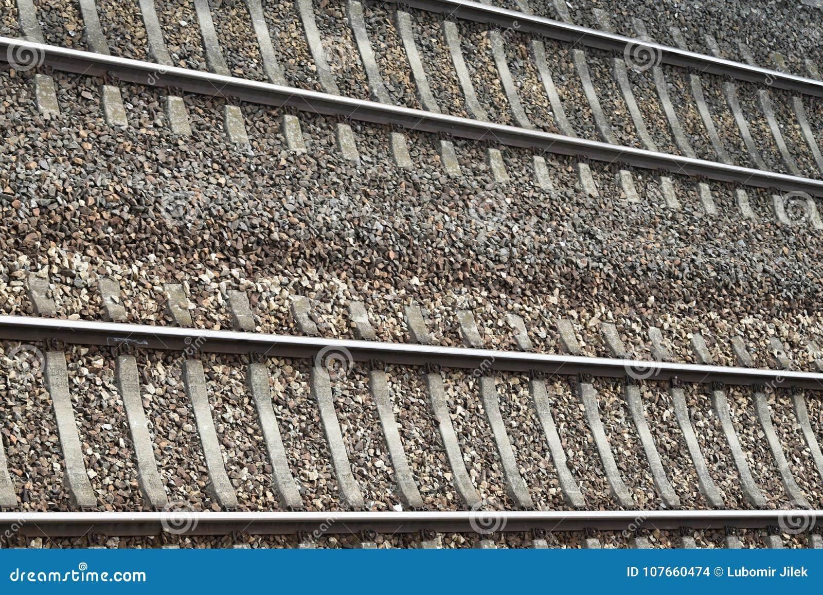 Двухгусеничный железнодорожный путь