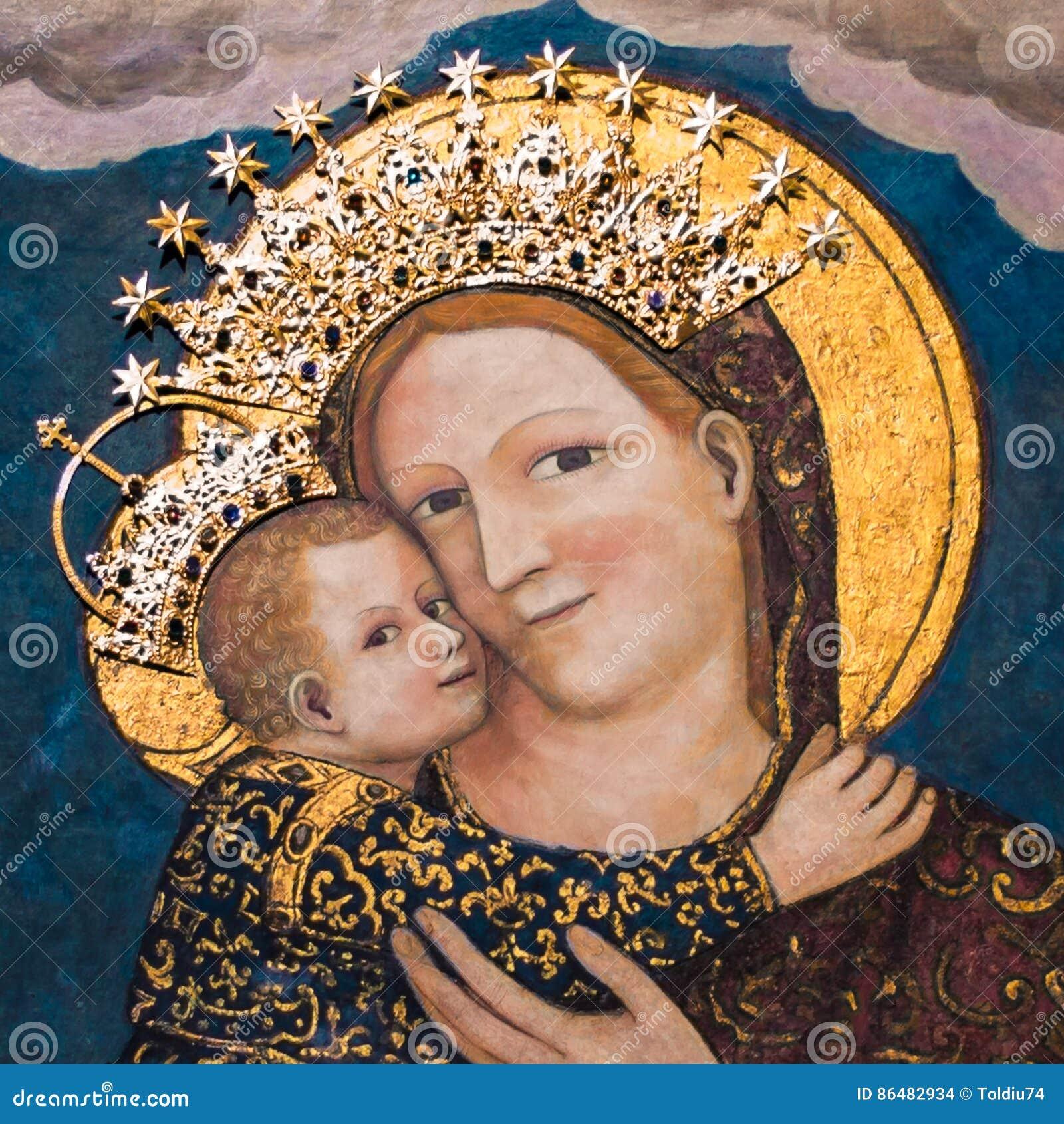 Дева мария с младенцем Иисусом в базилике Святого Антония внутри