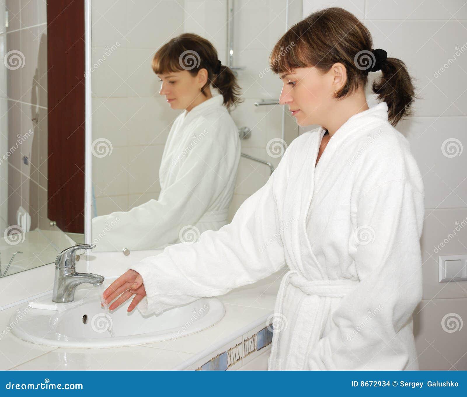 Фото девушек в ванне снятое на телефон секс