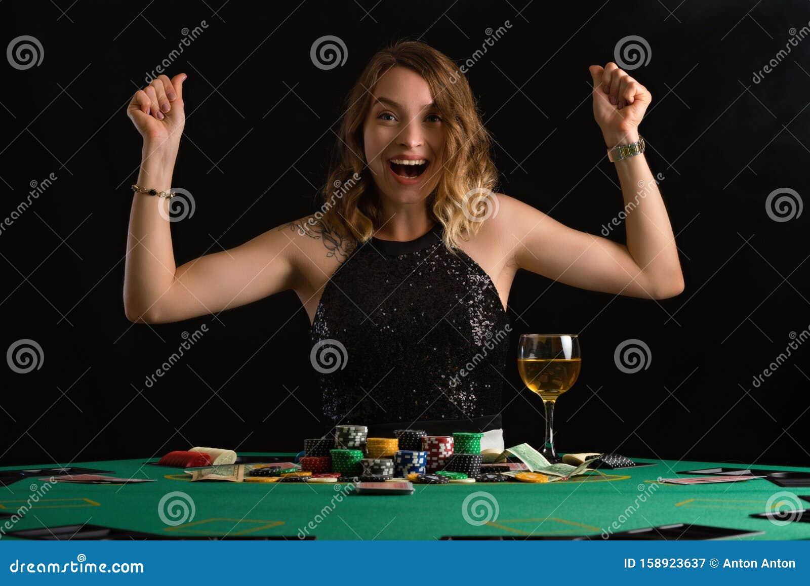 Девушка выиграла в казино домашняя страница казино вулкан