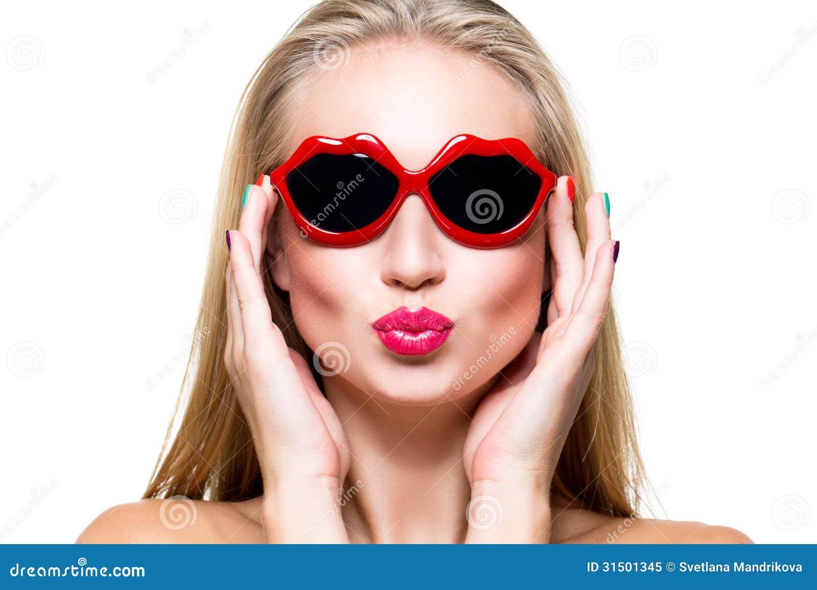 Девушка губы очки