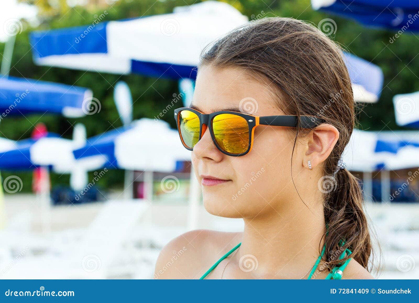 Девка показывает рабочее очко фото 757-525