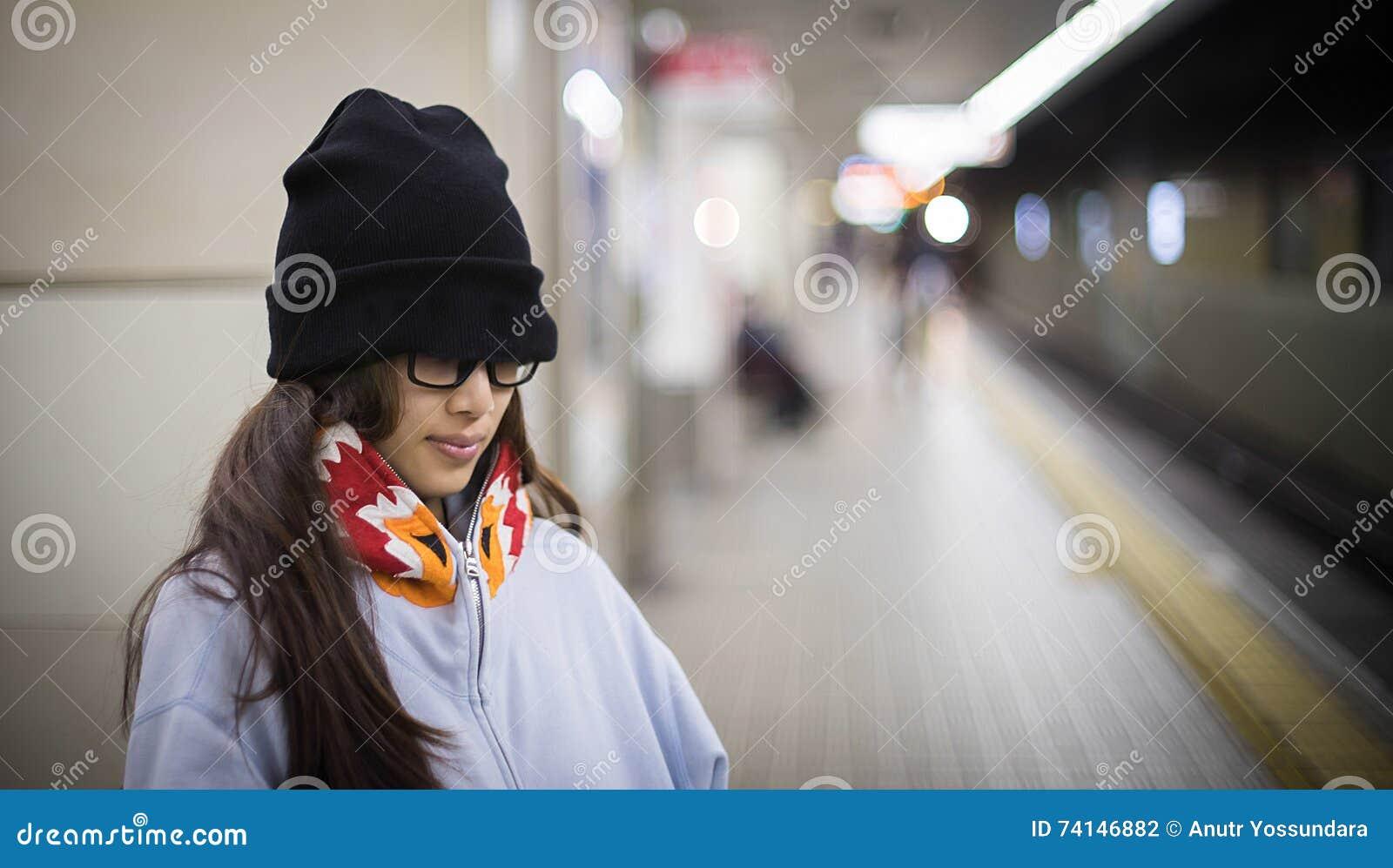 stroynih-yaponskie-devushki-s-bolshoy-v-metro-sindi-lords-porno