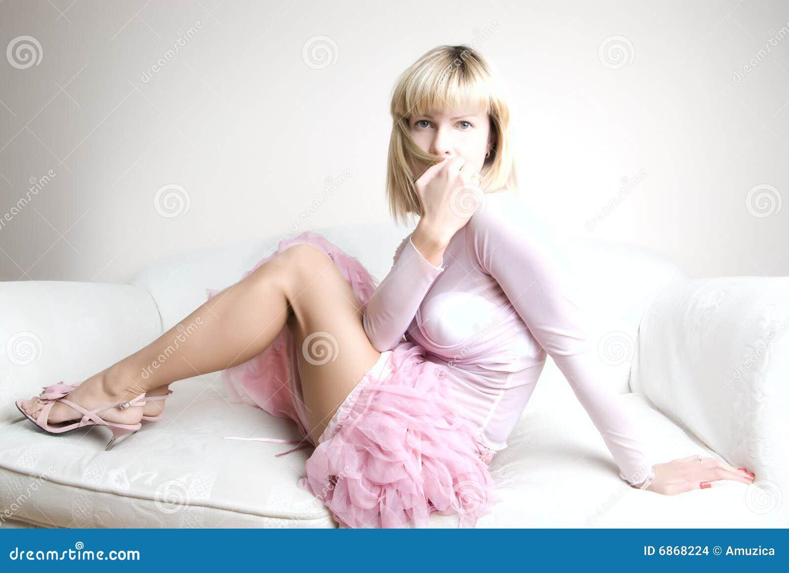 девушка застенчивая