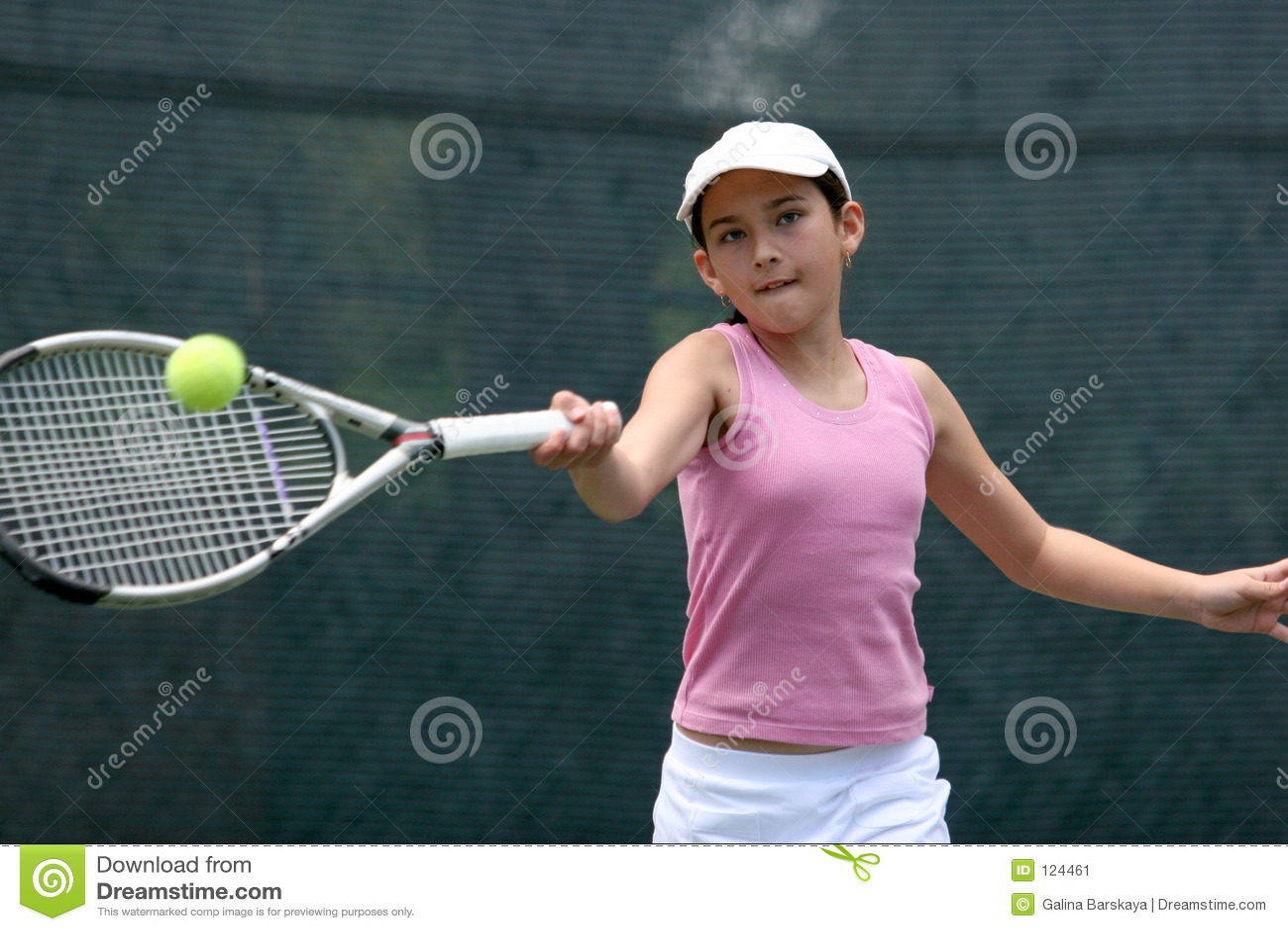девушка играя теннис