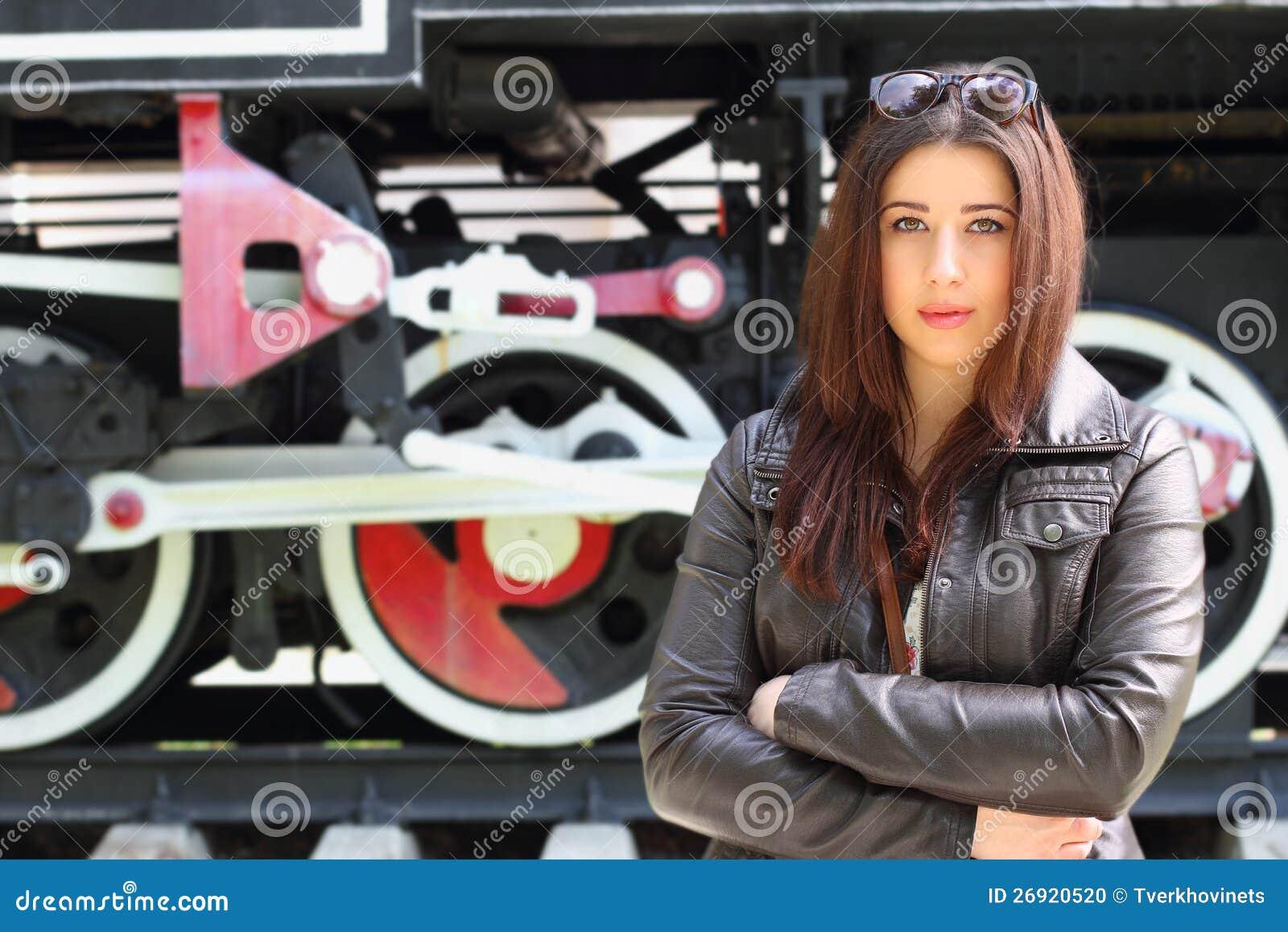 Девушки и паровозы фото