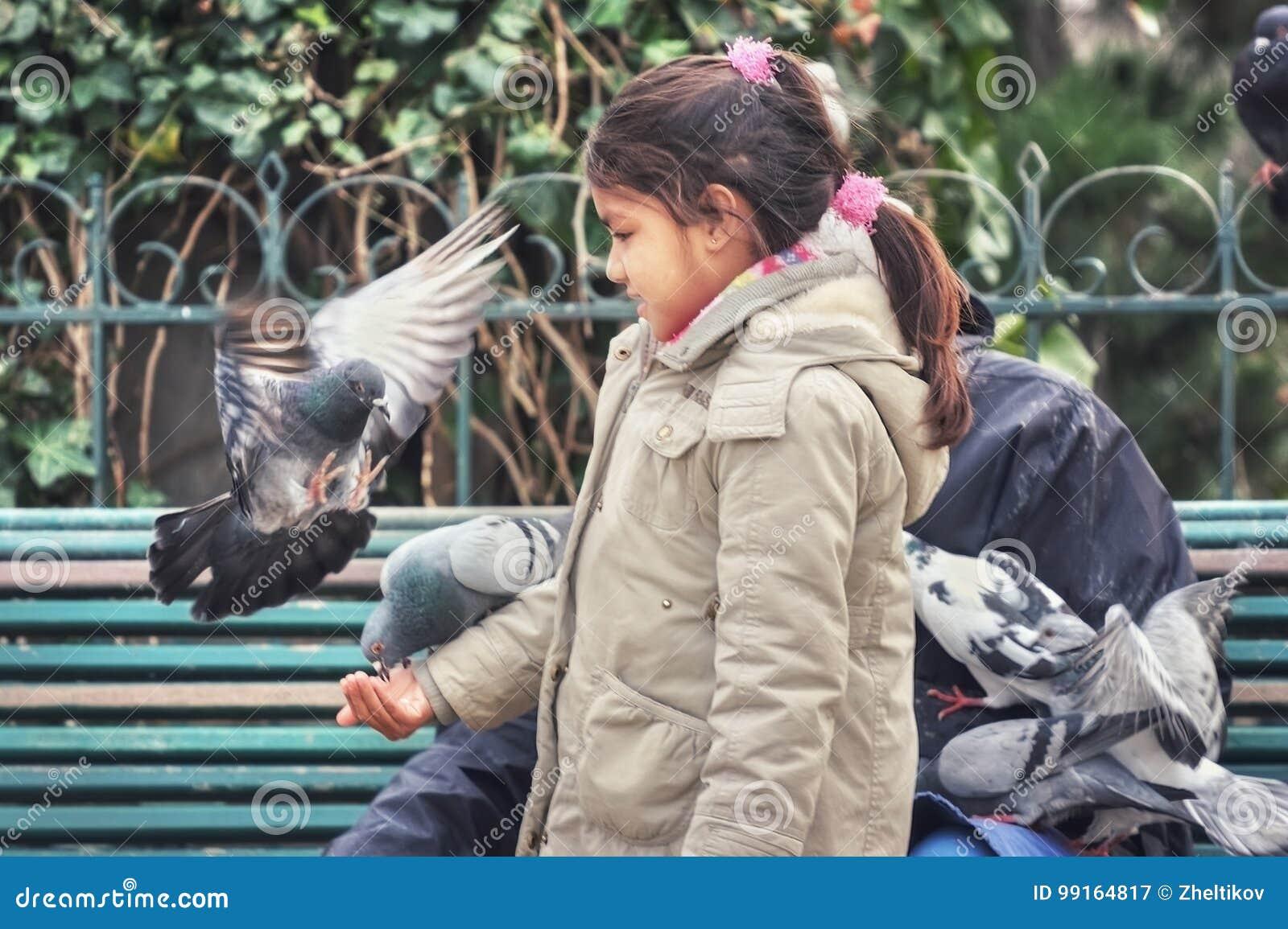 Девушка и dove