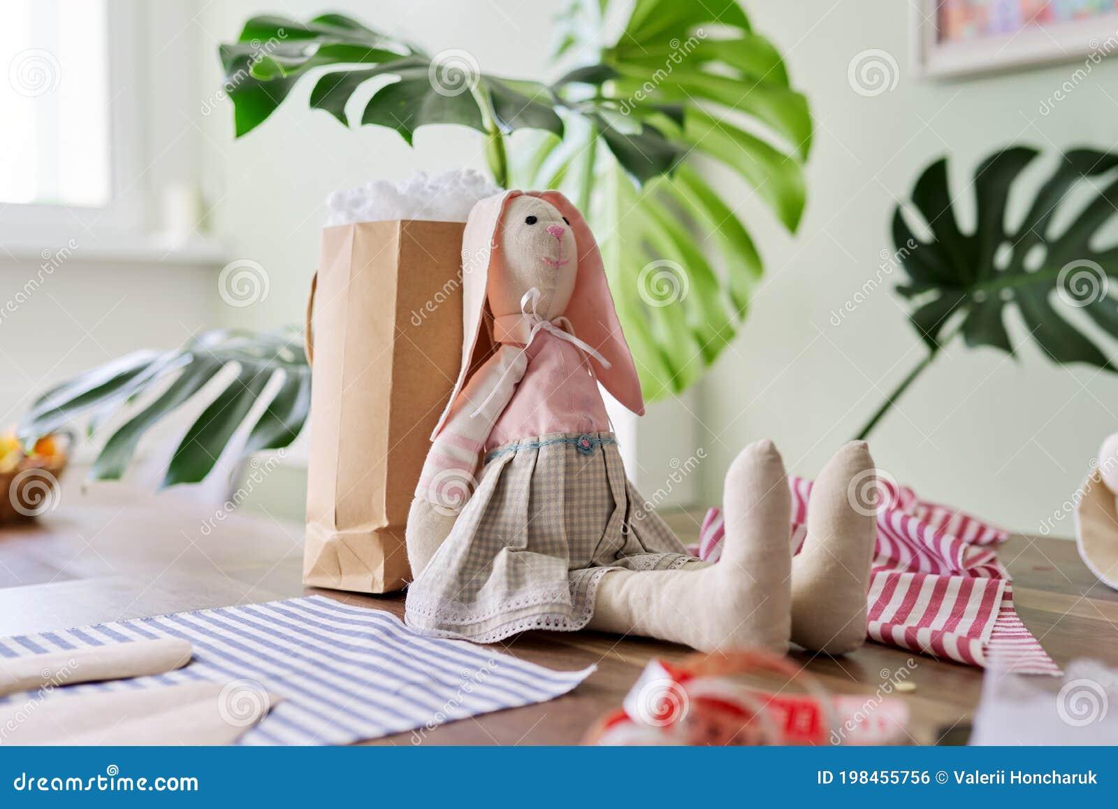 Игрушки девушка за работа игрушки наталья морозова визажист