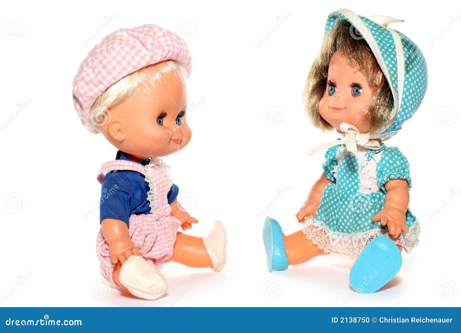 девушка куклы мальчика счастливая