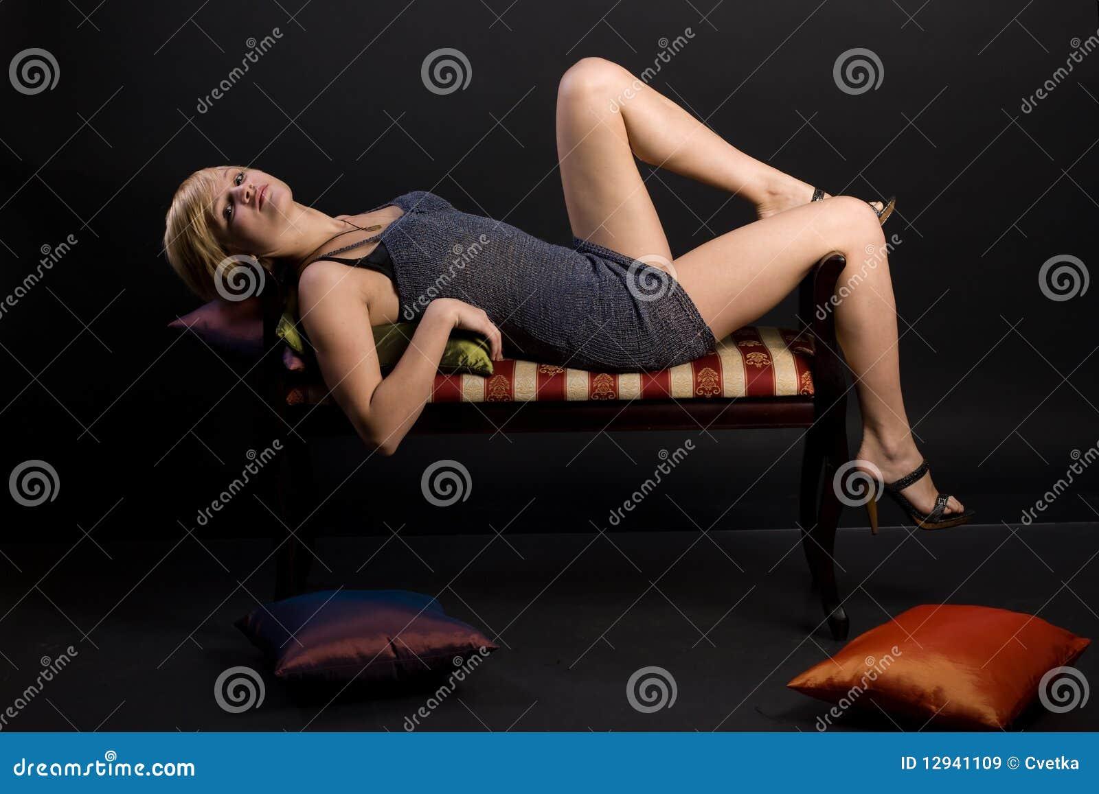 Зрелые девушка скачет на стуле онлайн
