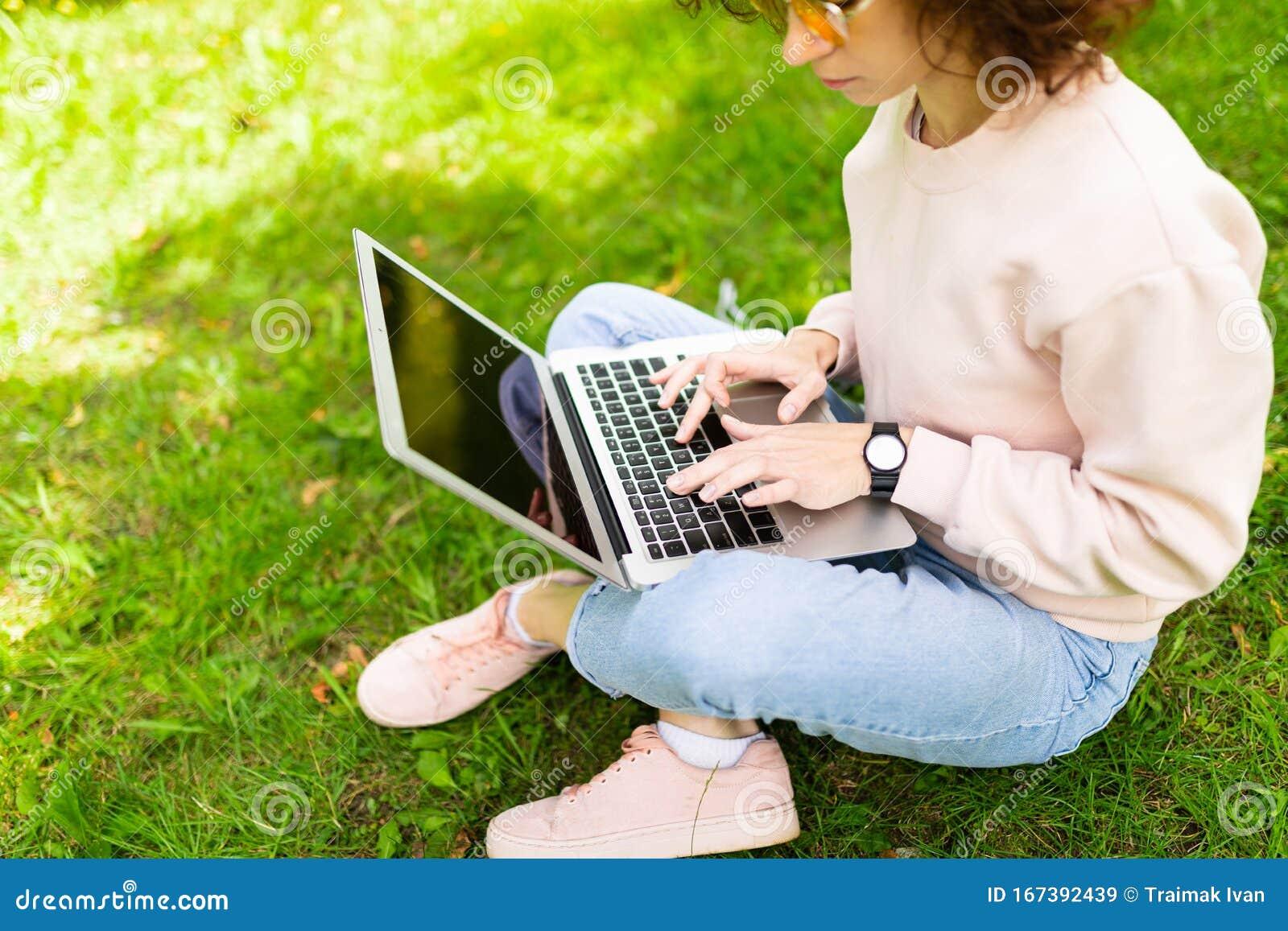 Девушка модель клавиатуры для работы модельное агенство чёрмоз