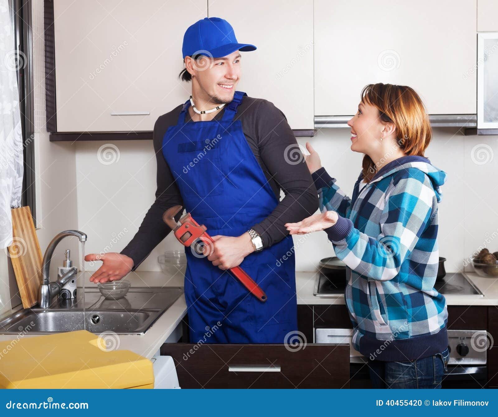 Сантехник грубо выебал домохозяйку — img 8