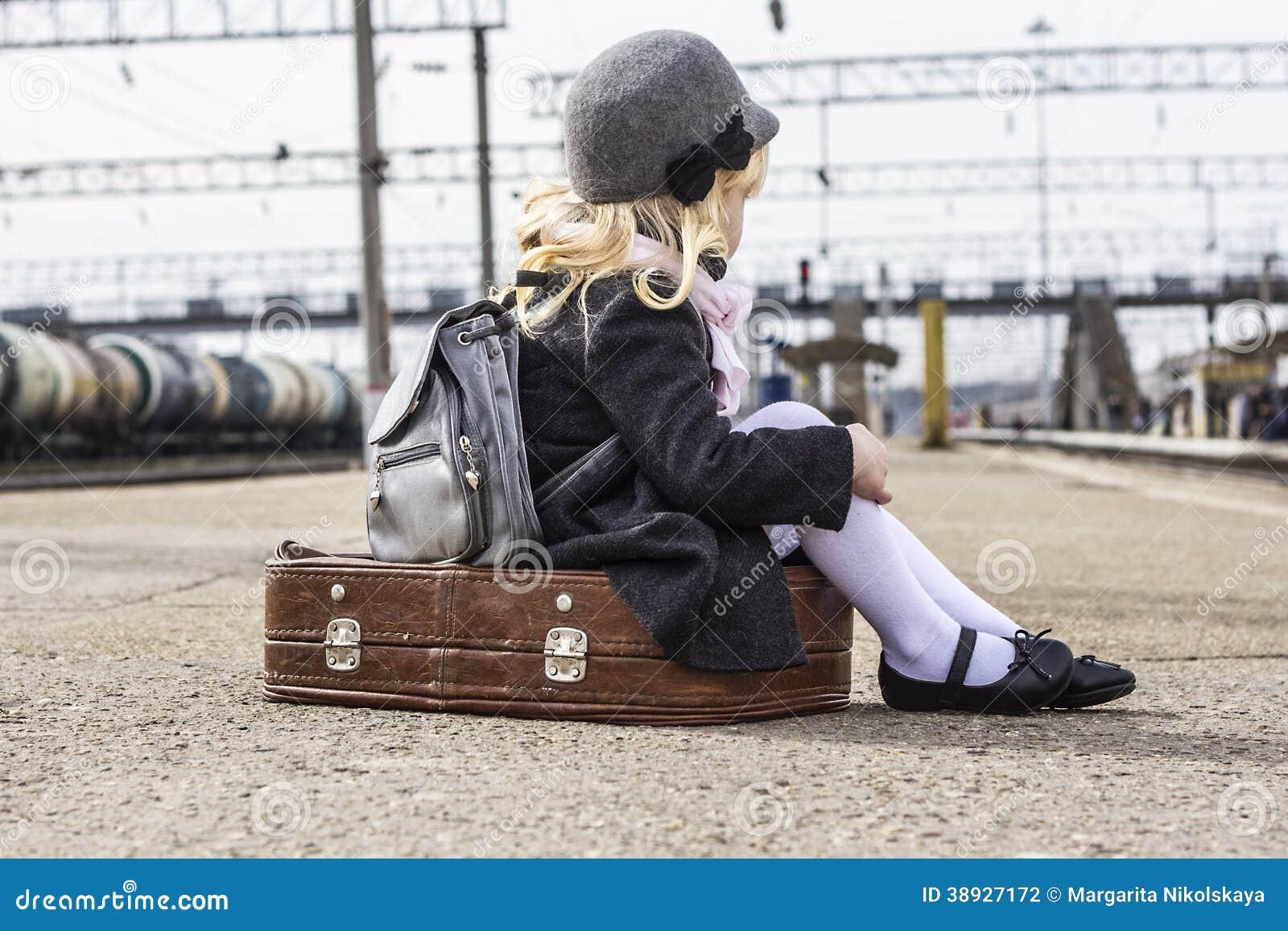 Пикаперы с девушкой на вокзале скачать бесплатно фото 618-833