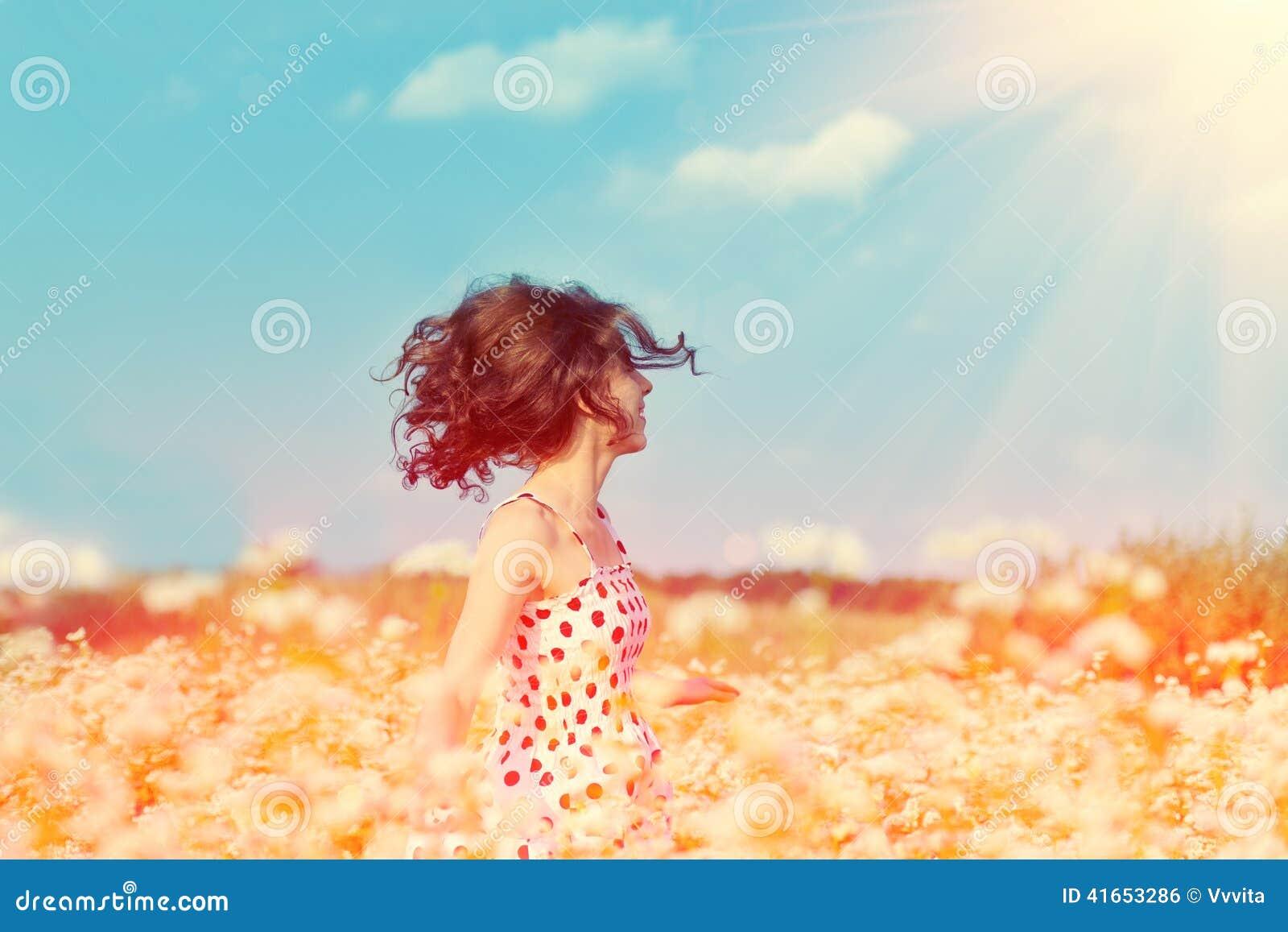 Девушка на поле гречихи