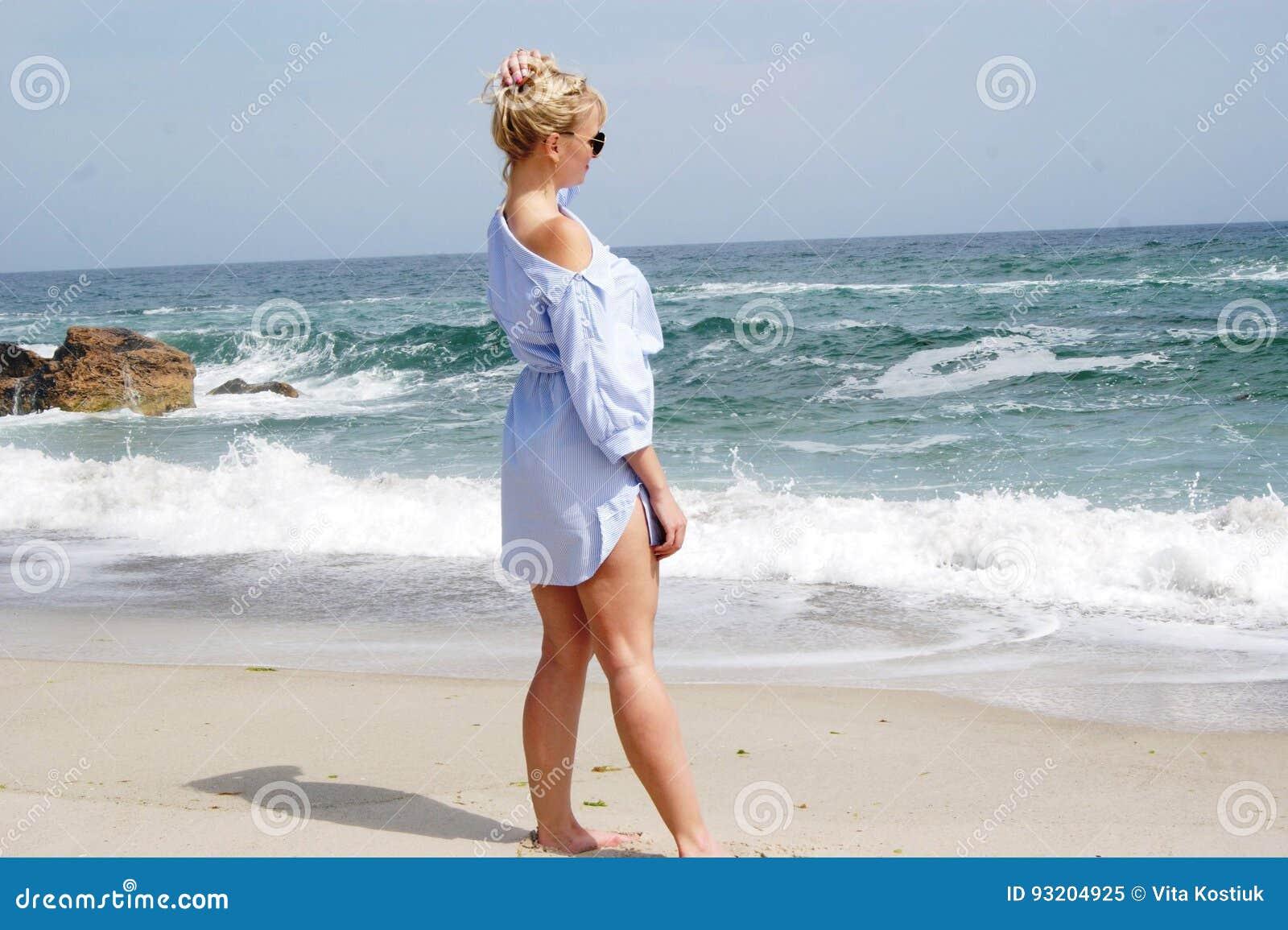 Порно онлайн фото блондинок на пляже киску домашнее смотреть