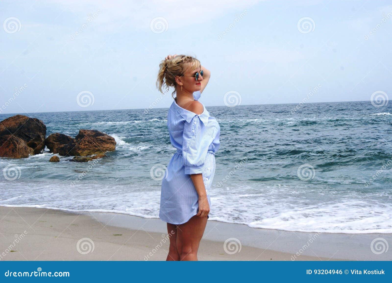 Фотографии девушек блондинок на пляже #4