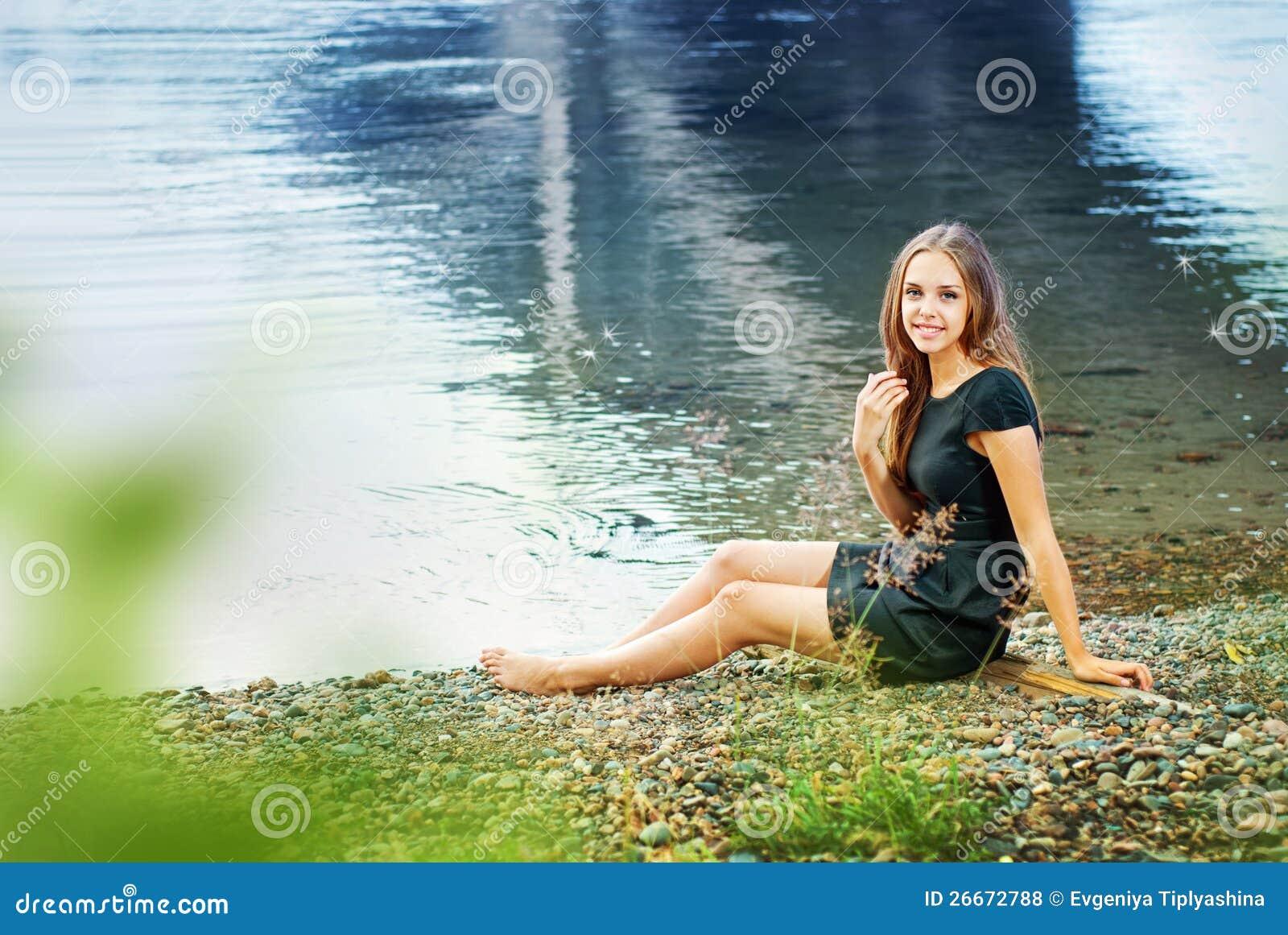 фото на реке девушки