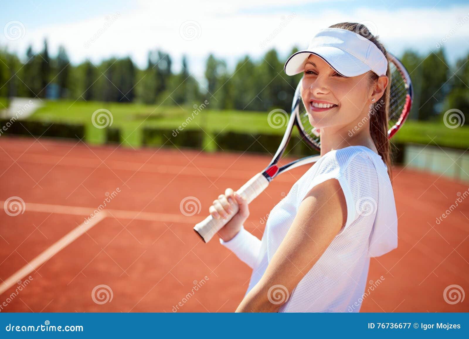 Теннисная  на девушках