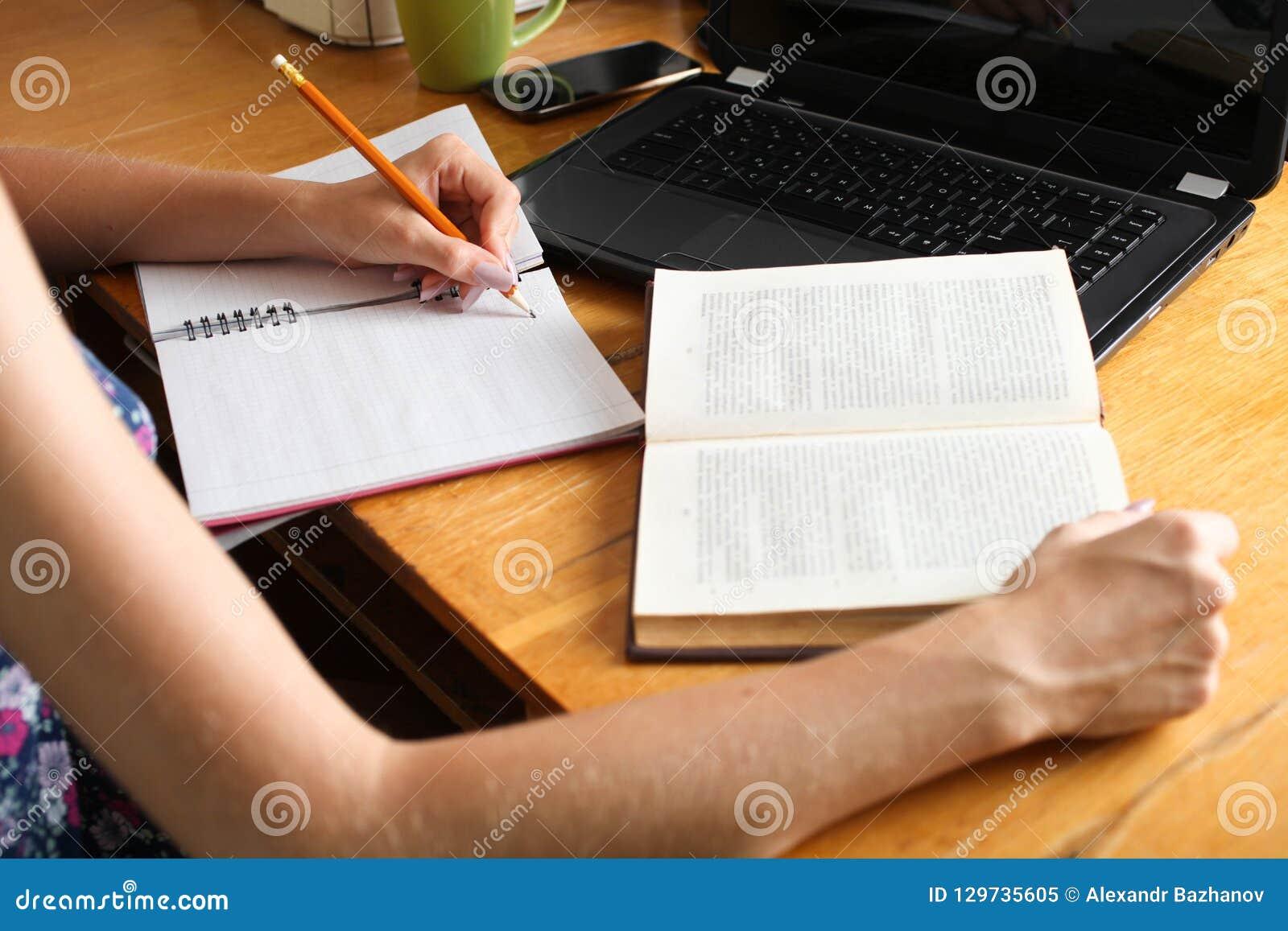 Девушка с работы пишет оля максимова